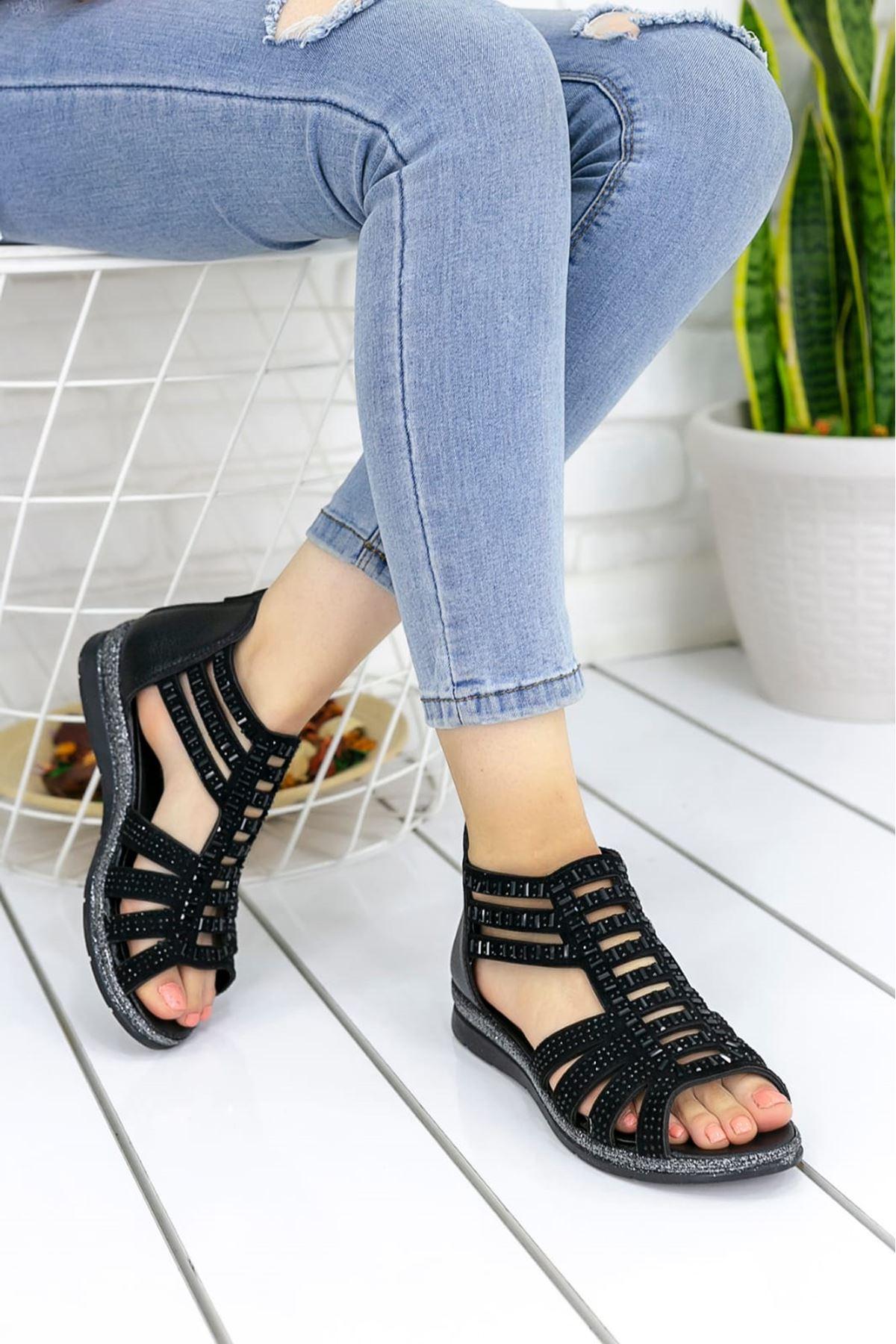Shiro Mat Deri Taş Detay Sandalet Siyah