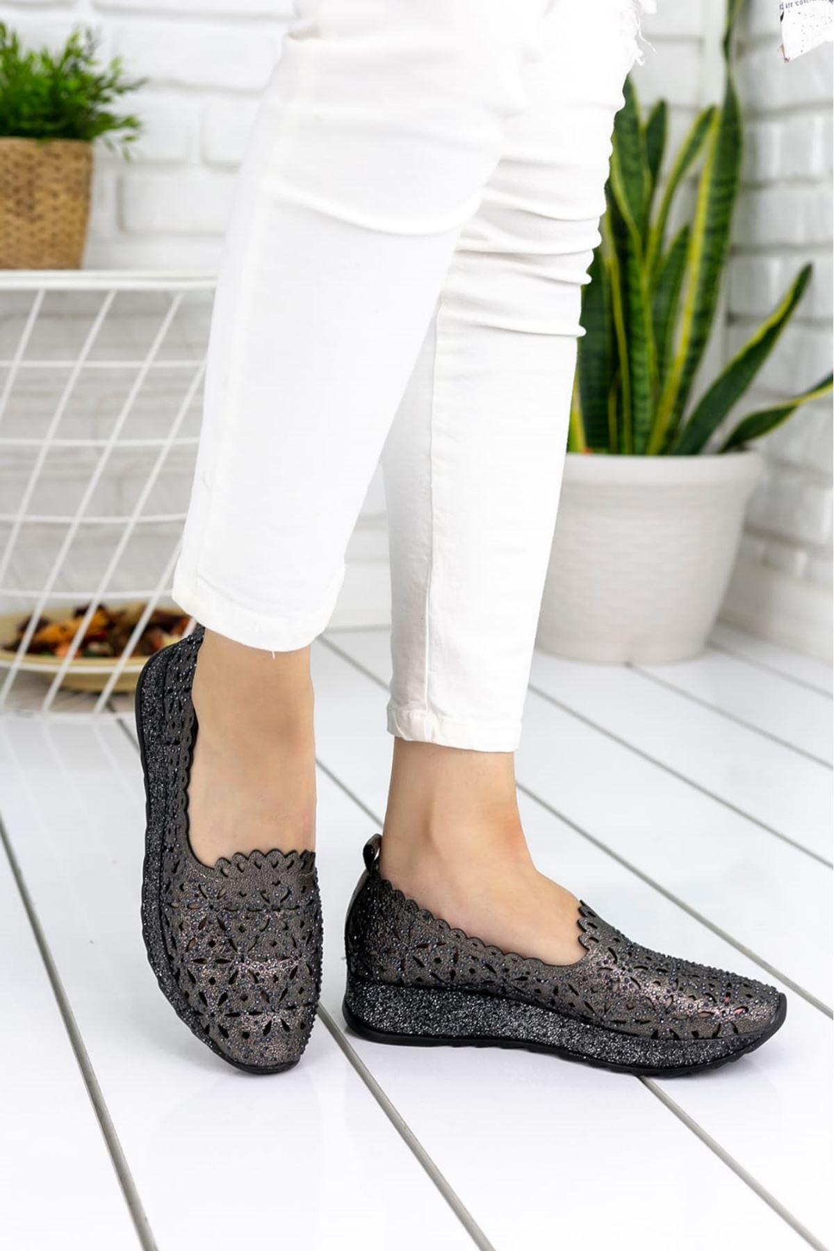 Brawer Rugan Lazer Kesim Detay Taşlı Kadın Ayakkabı Platin