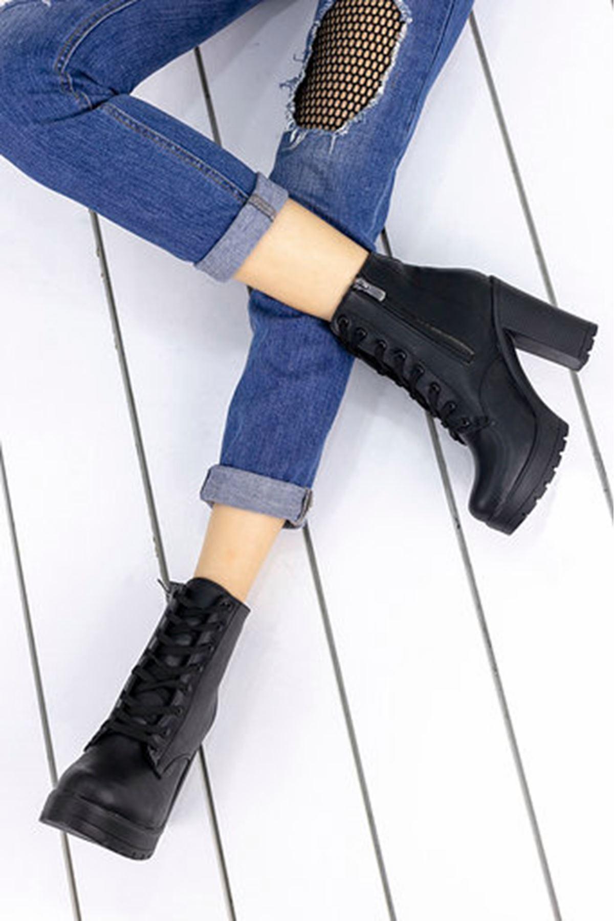 Albiana Mat Deri Bağcık Detay yüksek Topuklu Bot Siyah