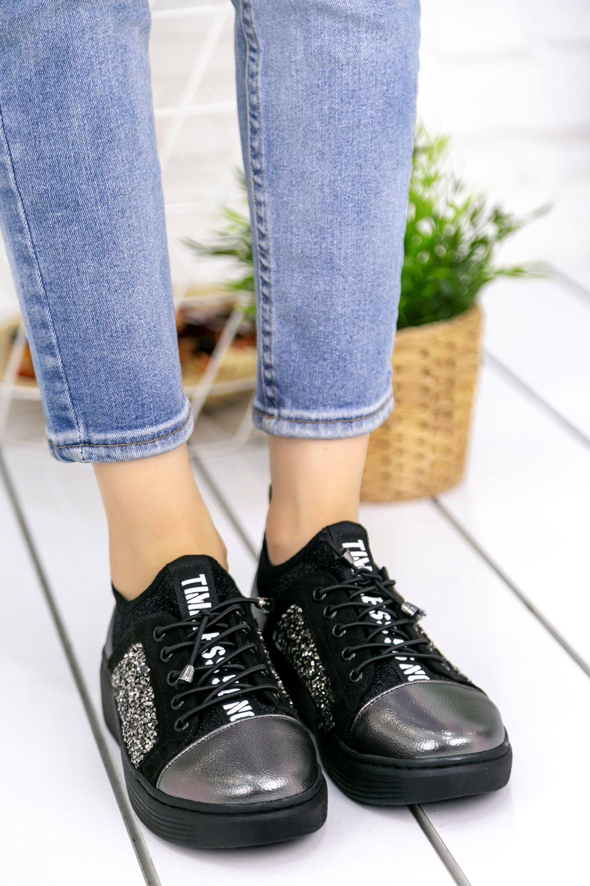 Cappi Rugan Taş Detay Dalgıç Kumaş Spor Ayakkabı Platin