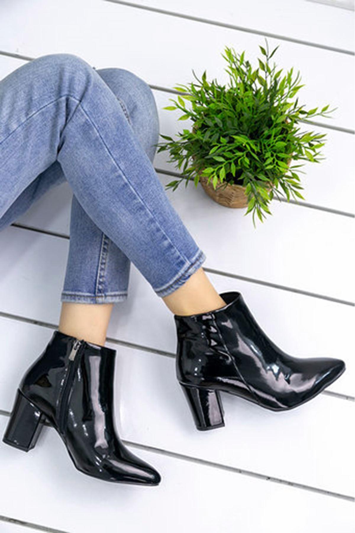 Ashe Rugan Kısa Topuklu Bot Siyah