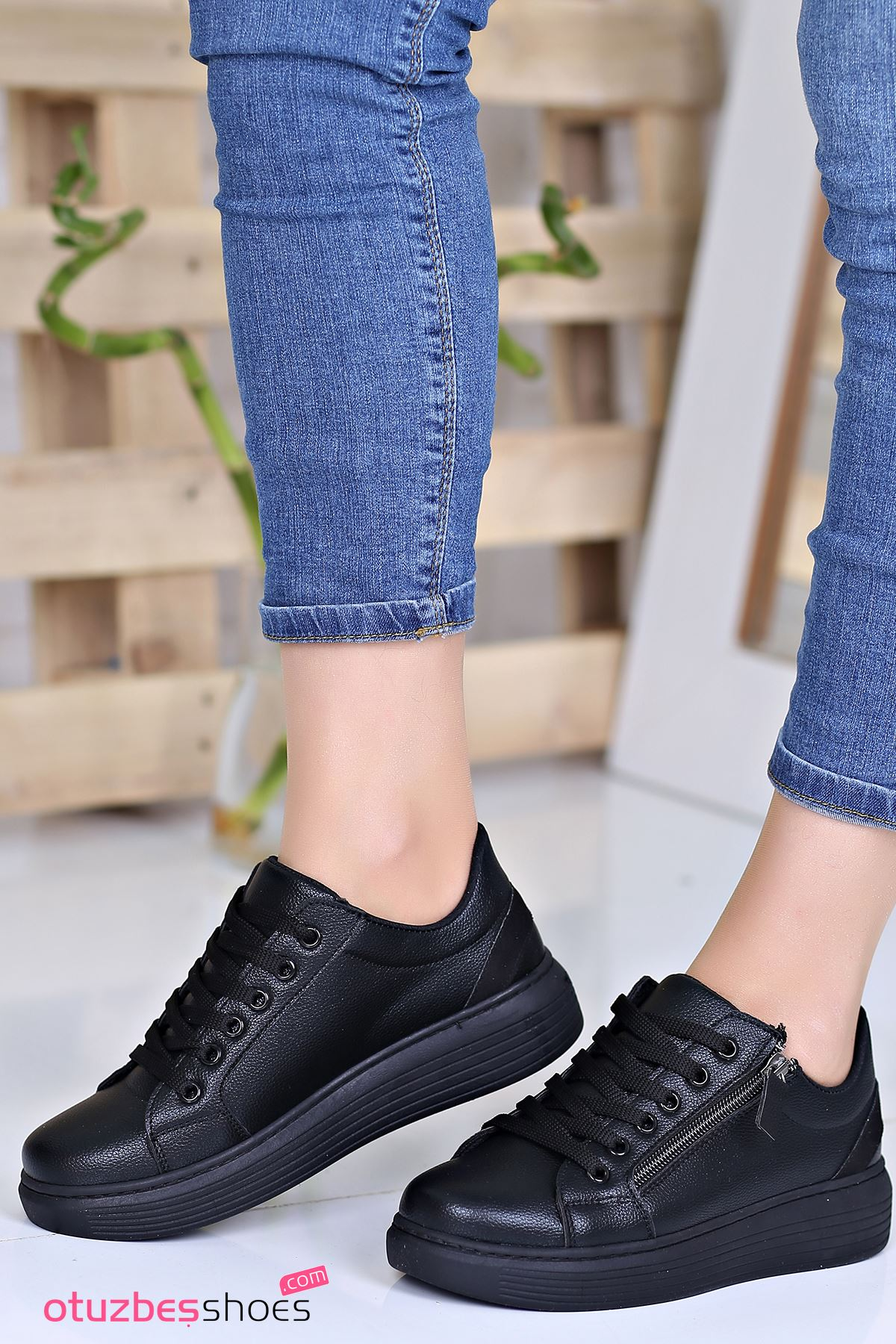 Belisa Mat Deri Fermuar Aksesuarlı Sneakers Siyah
