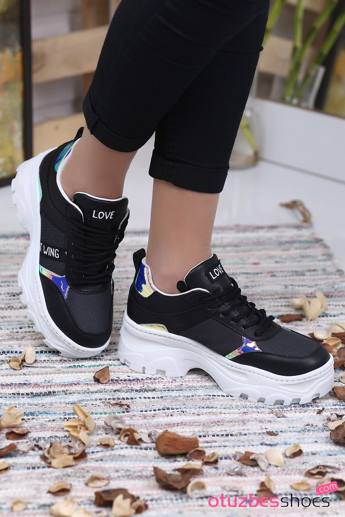 Lana Mat Deri Hologram Detay Bayan Spor Ayakkabı Siyah