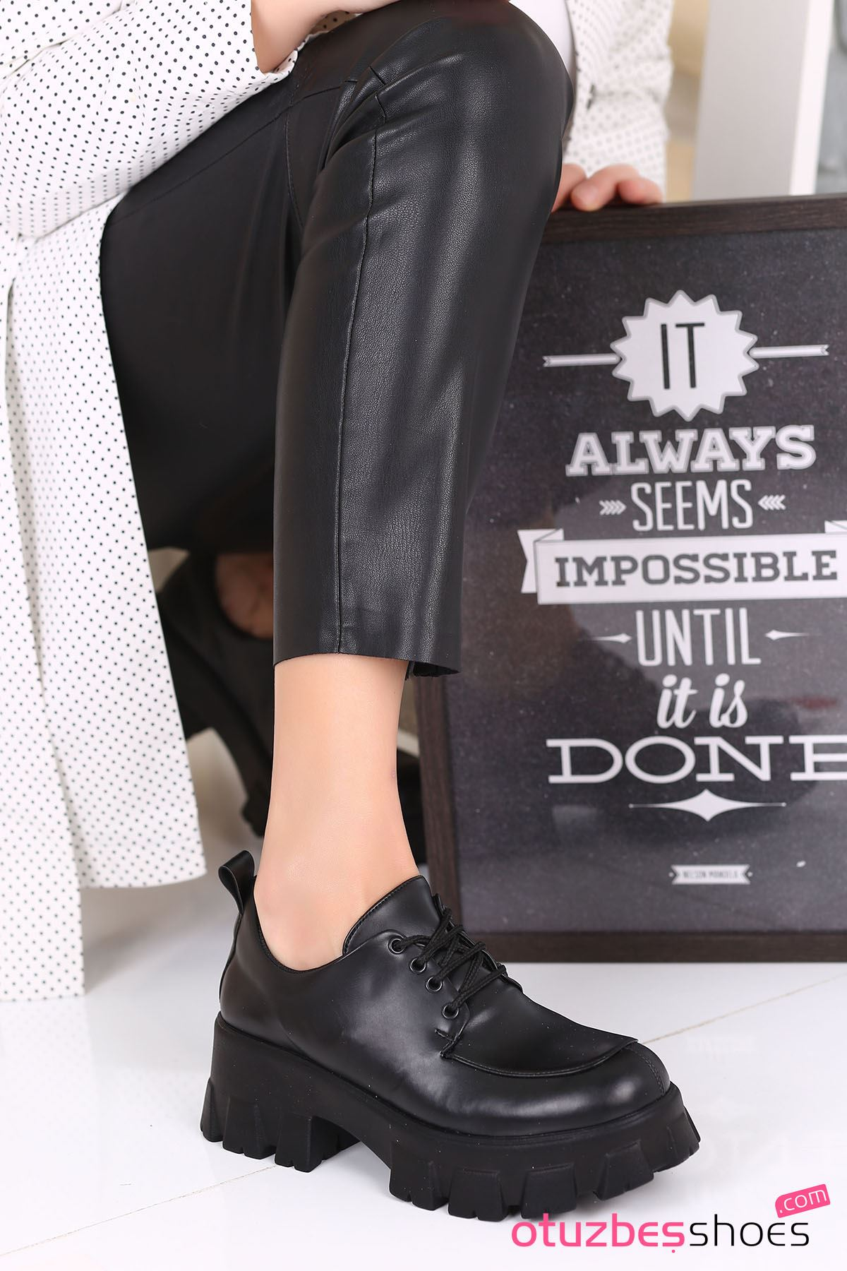 Pearl Mat Deri Kalın Taban Günlük Ayakkabı Siyah