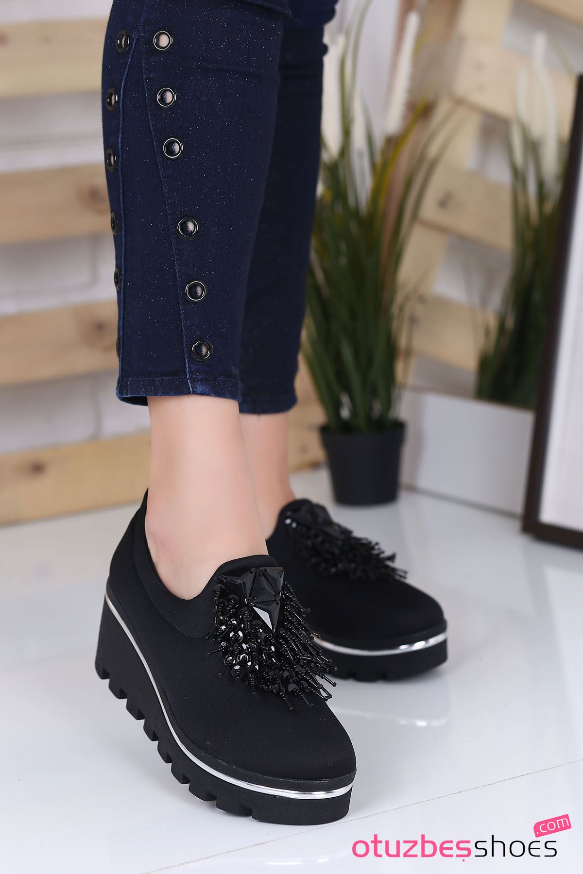 Bratz Püskül Detay Dalgıç Kumaş Dolgu Topuk Ayakkabı Siyah