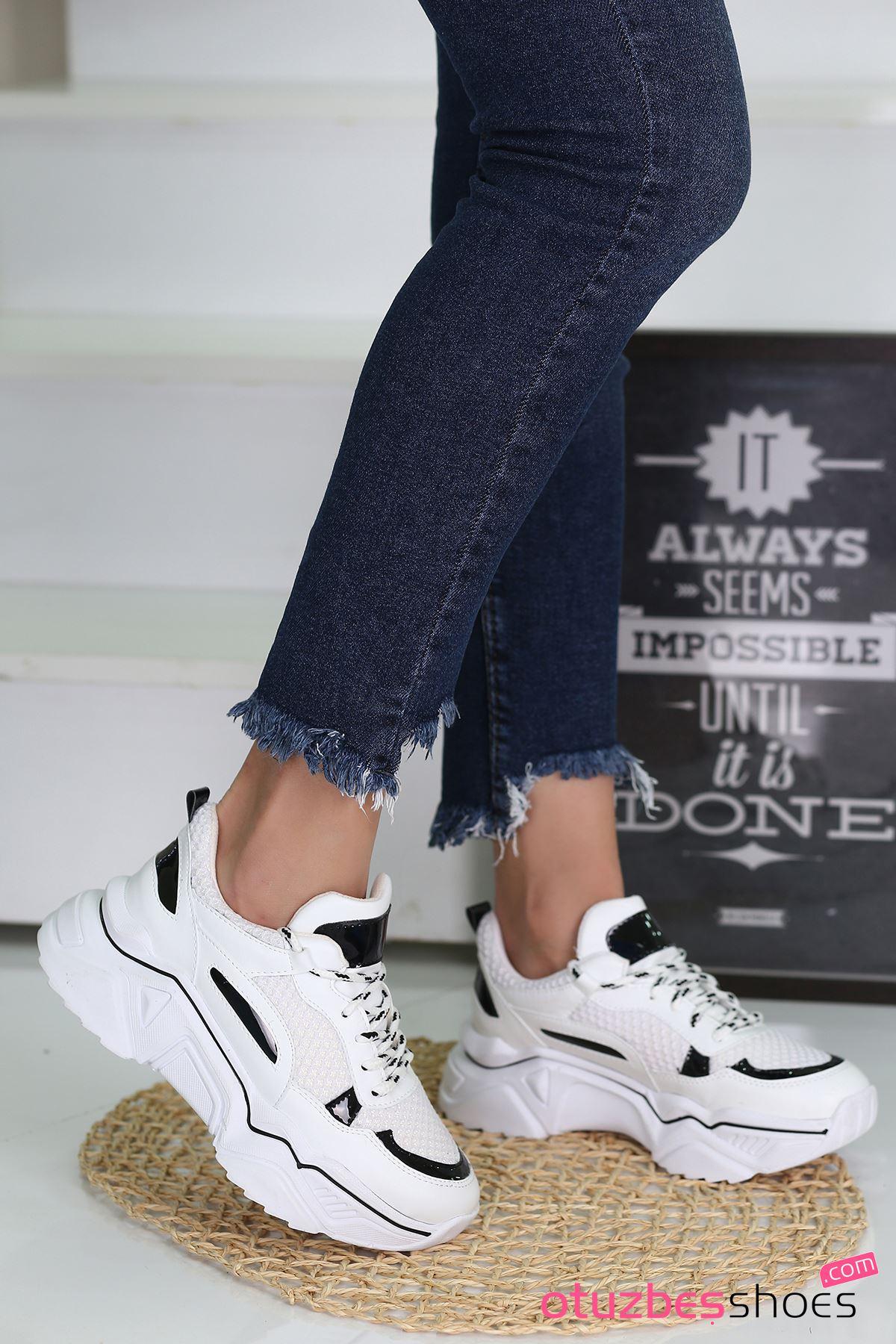 Nisa Mat Deri Siyah Hologram Detay Spor Ayakkabı Beyaz