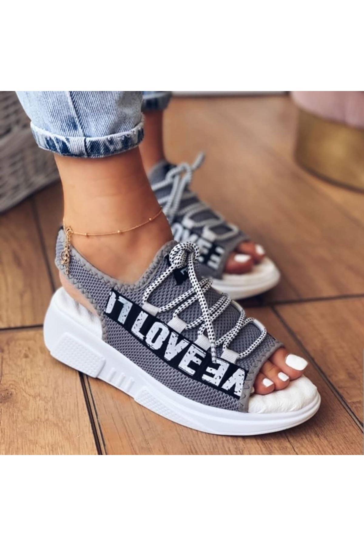 Lover Çelik Örgü Yazı Detay Sandalet Gri