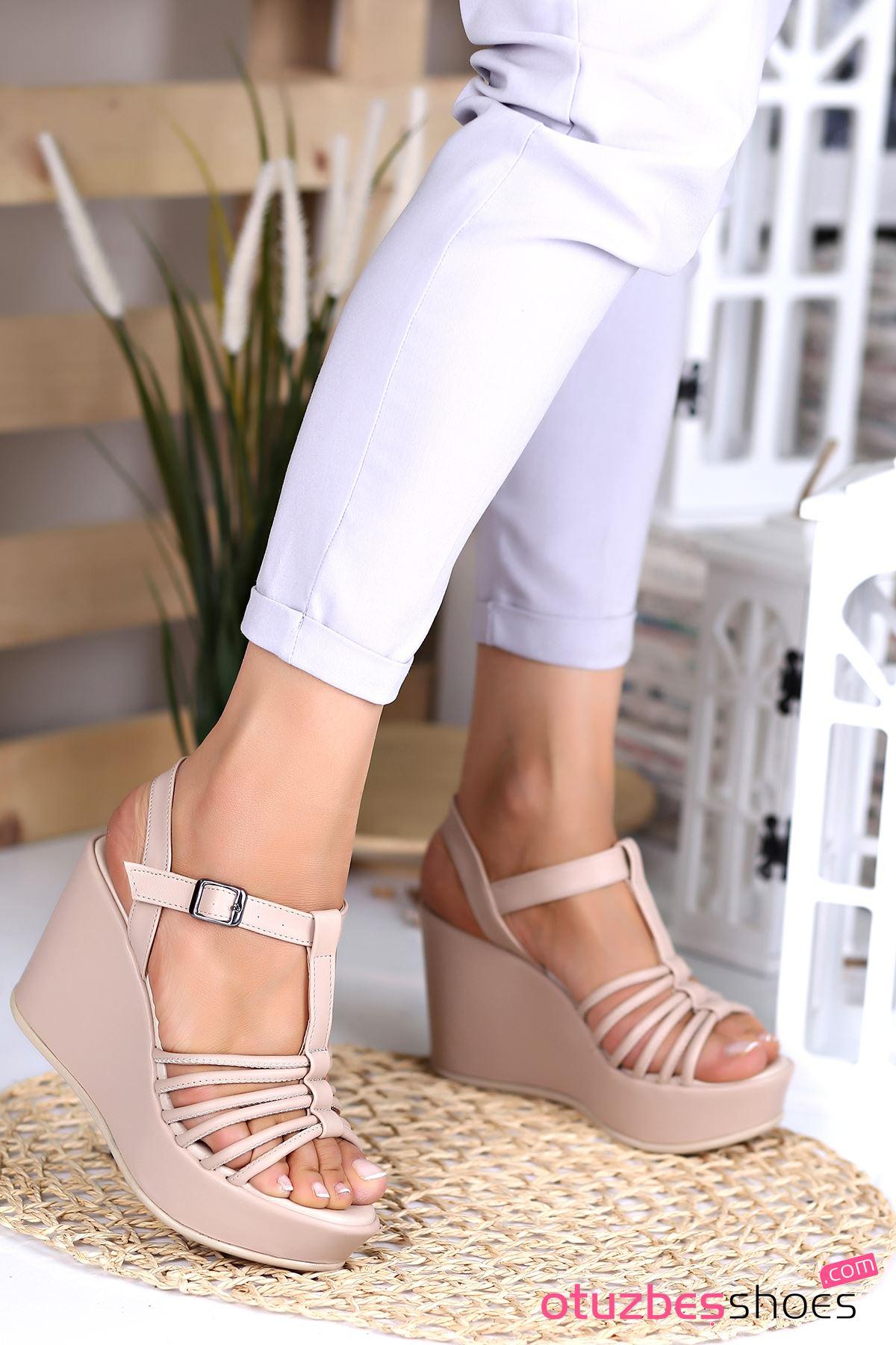 Naz Şerit Detay Yüksek Dolgu Topuk Ayakkabı Ten