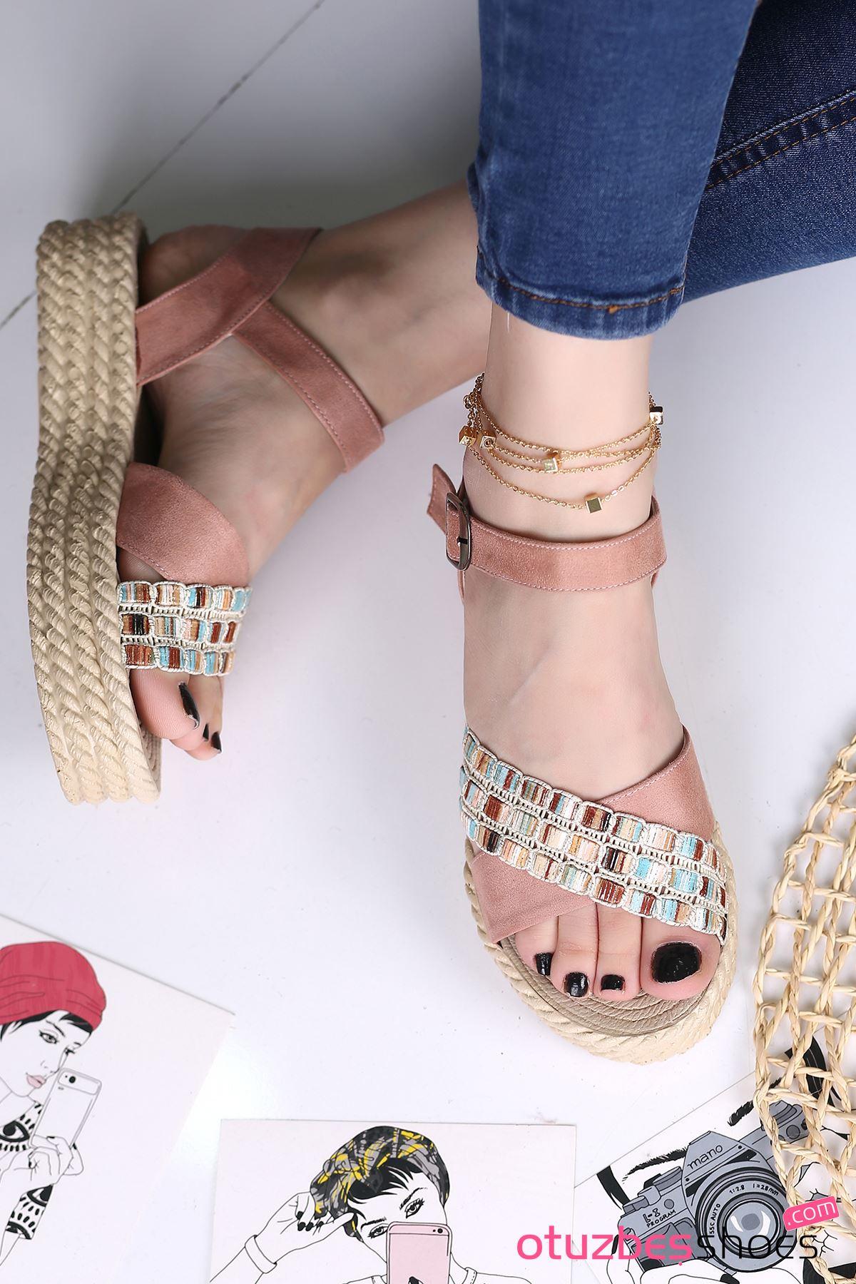 Işıl Süet Renkli Çapraz Detay Kadın Sandalet Pudra