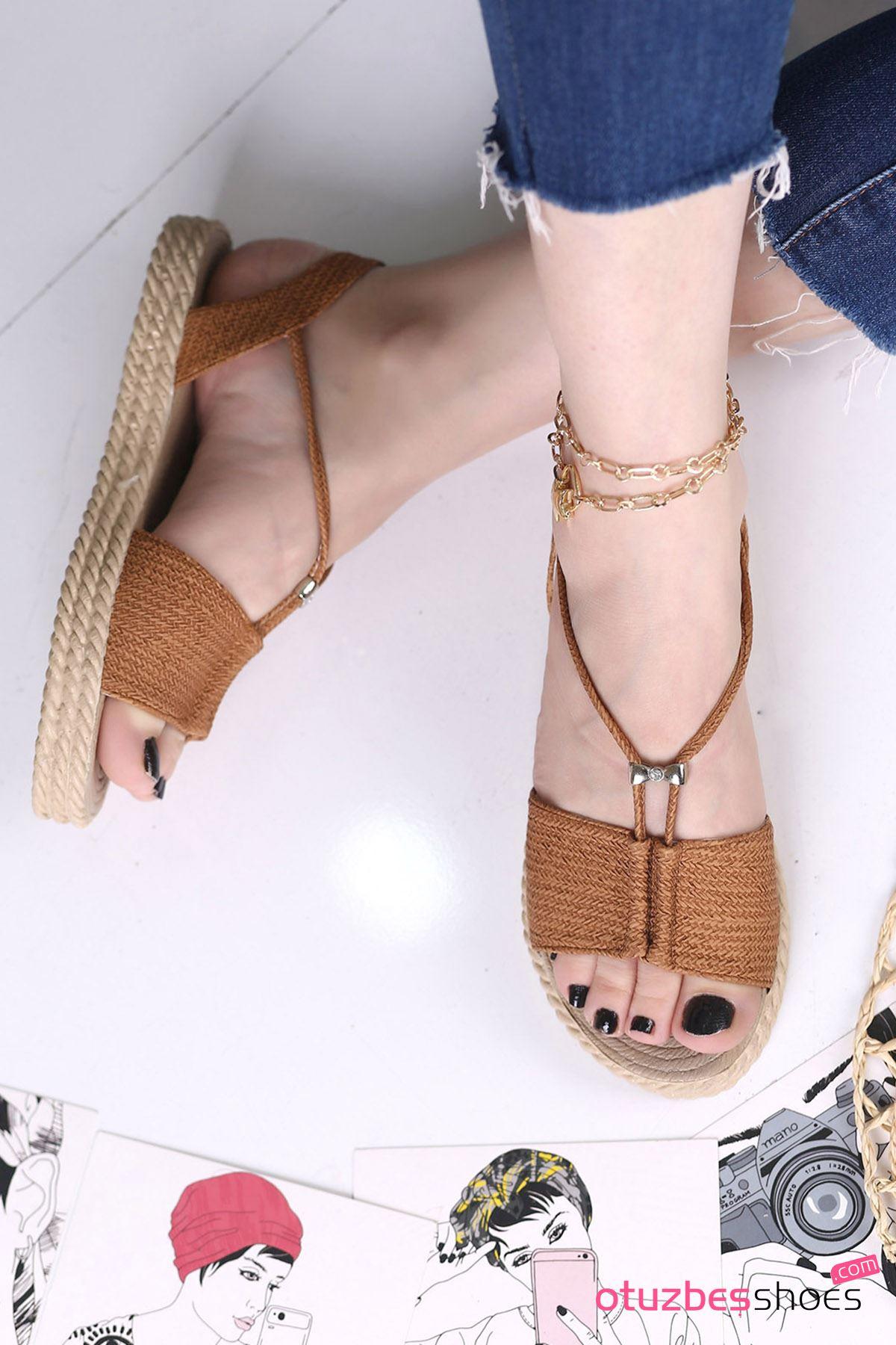 Menda Mat Deri Toka Detay Kadın Sandalet Taba