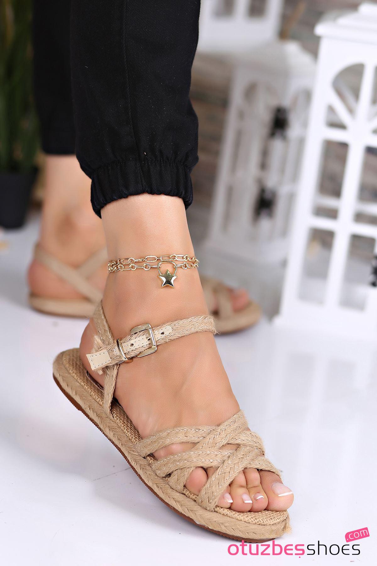Laura Hasır Detay Çapraz Kadın Sandalet