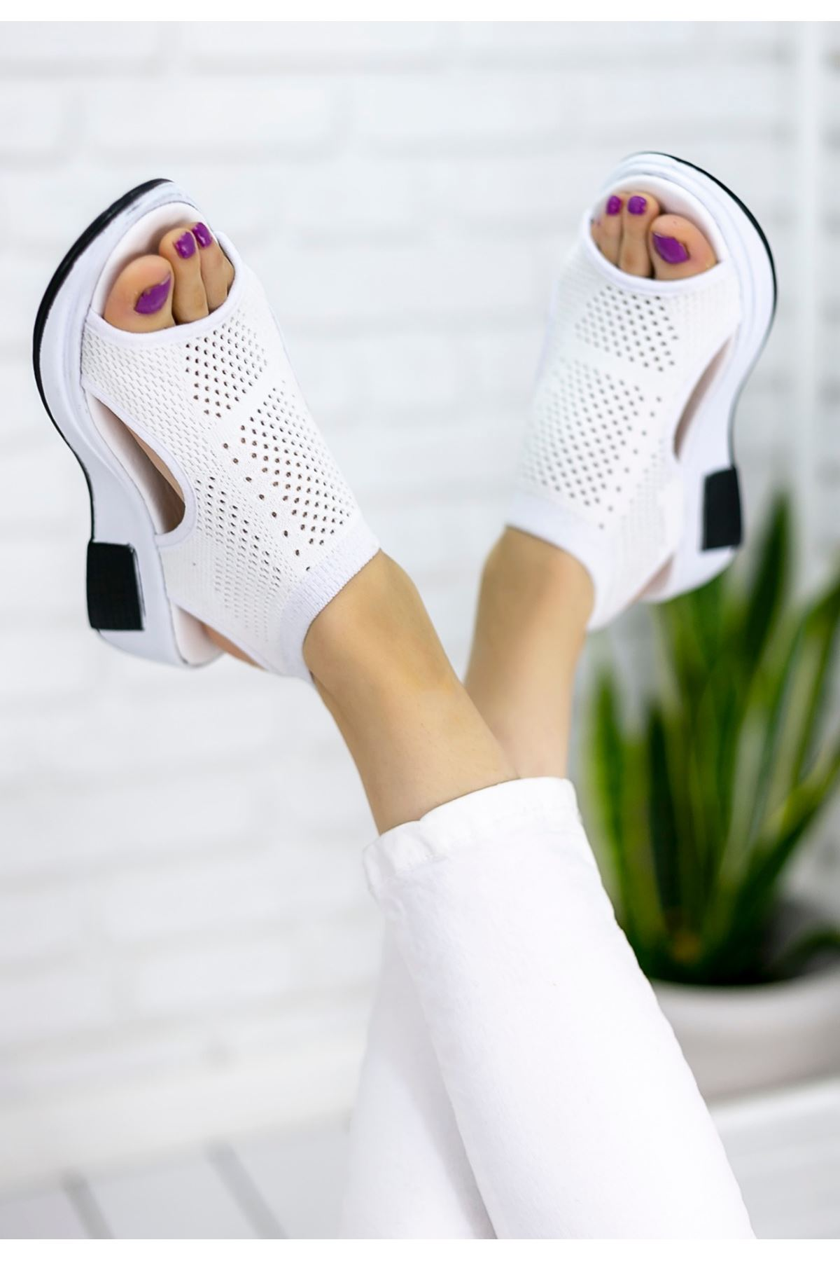 Ashley Çelik Örgü Detay Triko Sandalet Beyaz