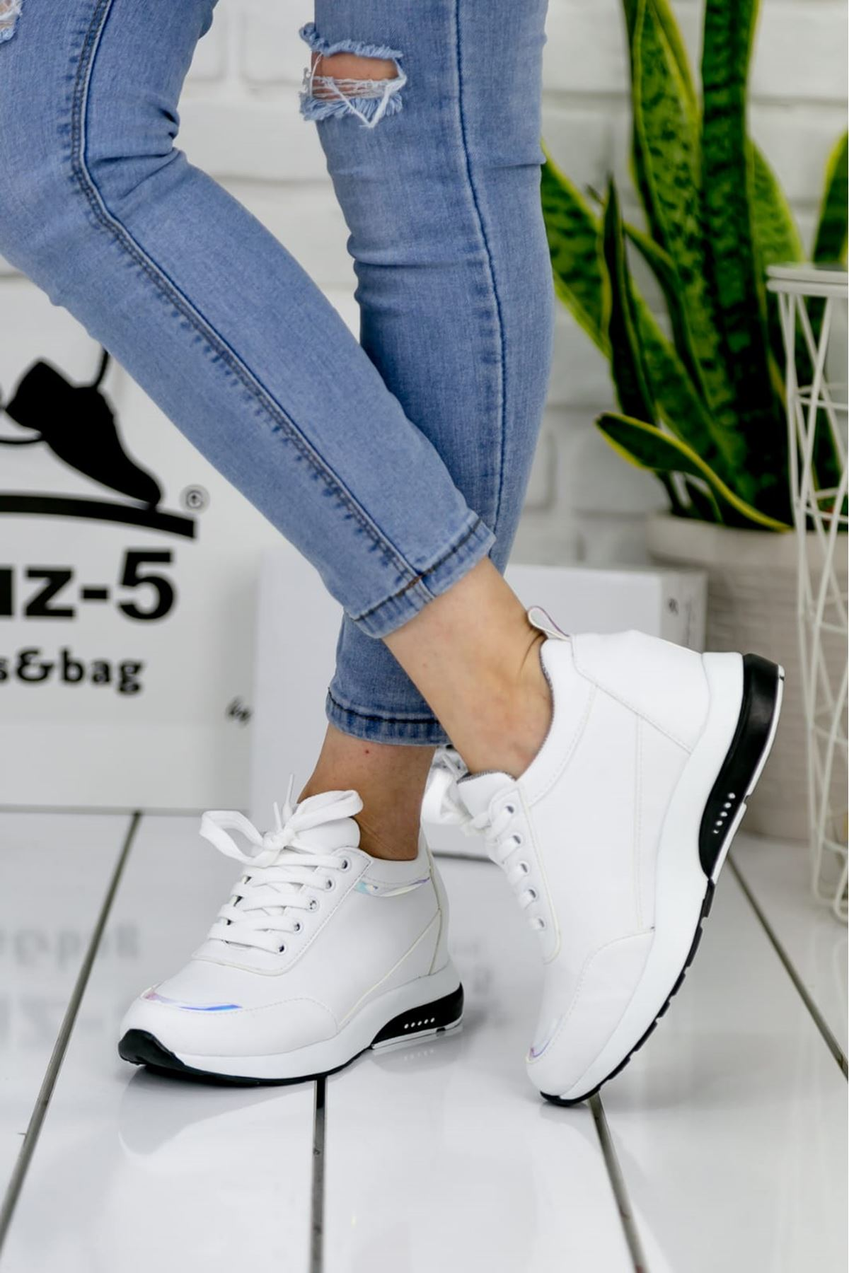 For514 Beyaz Bağcık Detaylı Kadın Spor Ayakkabı