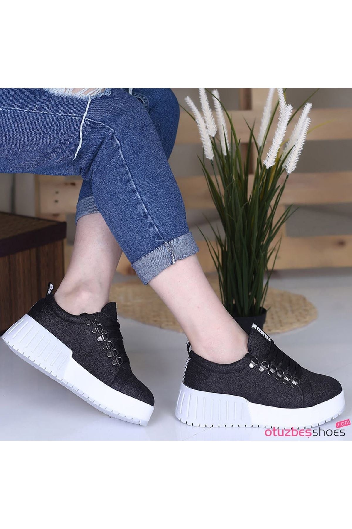 Masha Simli Bağcık Detay Beyaz Taban Siyah Spor Ayakkabı