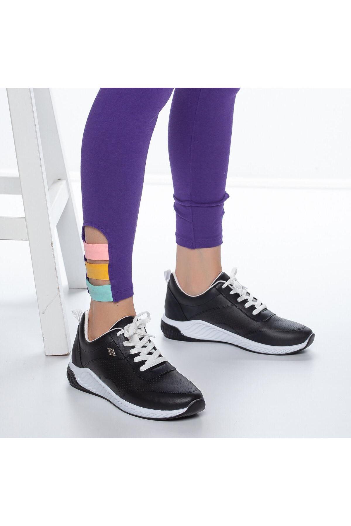 Derin Delik Detay Kadın Spor Ayakkabı Siyah
