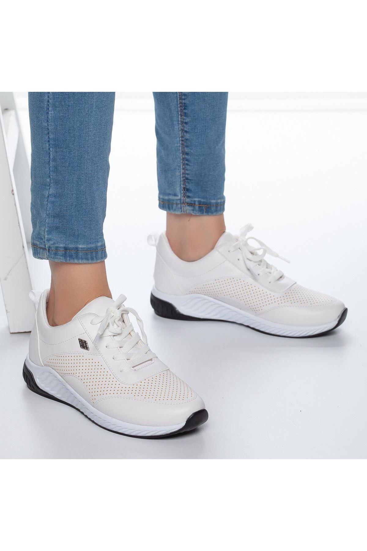 Derin Delik Detay Kadın Spor Ayakkabı Beyaz