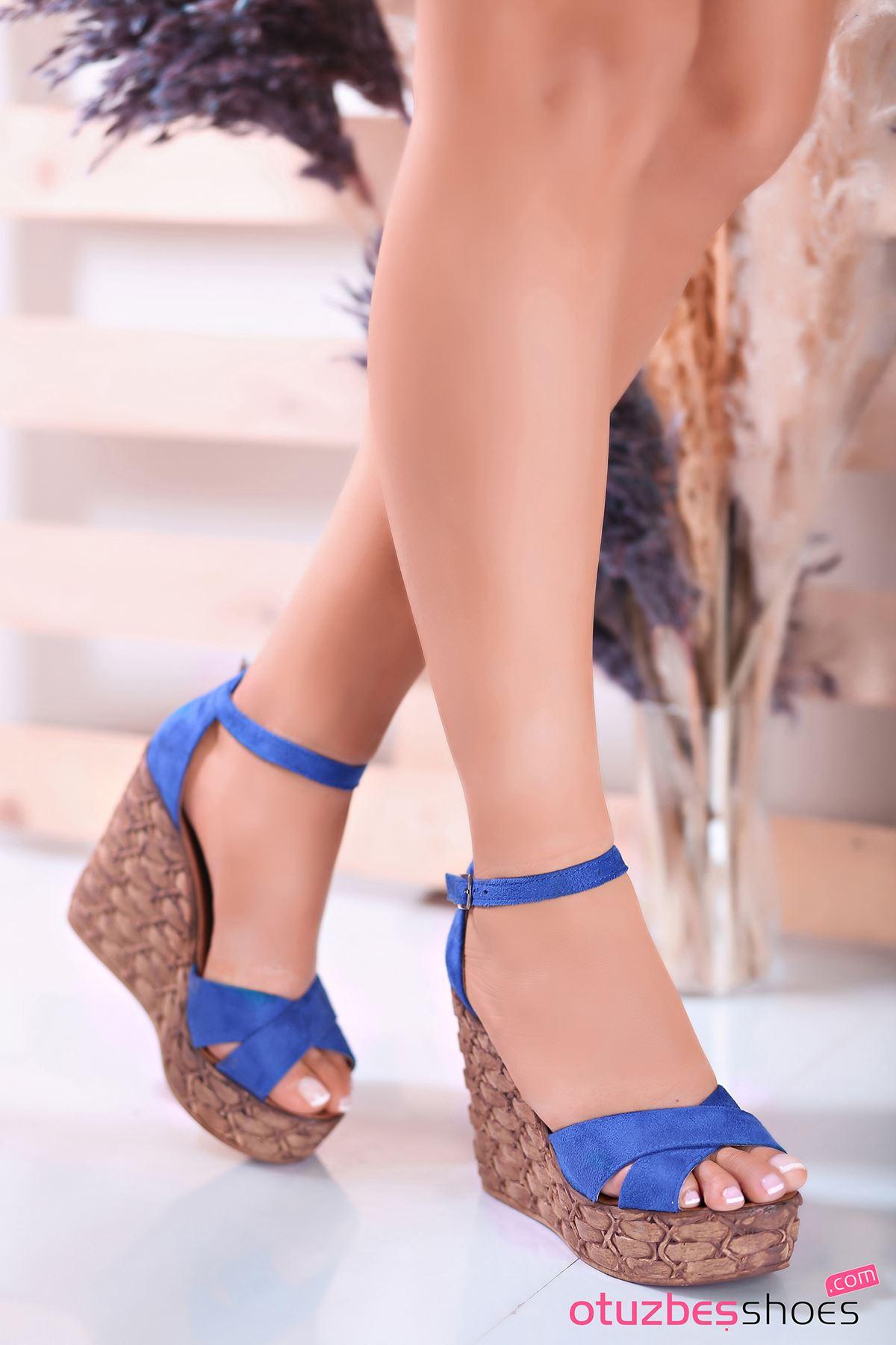 Cosmo Saks Süet Çapraz Detay Dolgu Topuk Kadın Ayakkabı