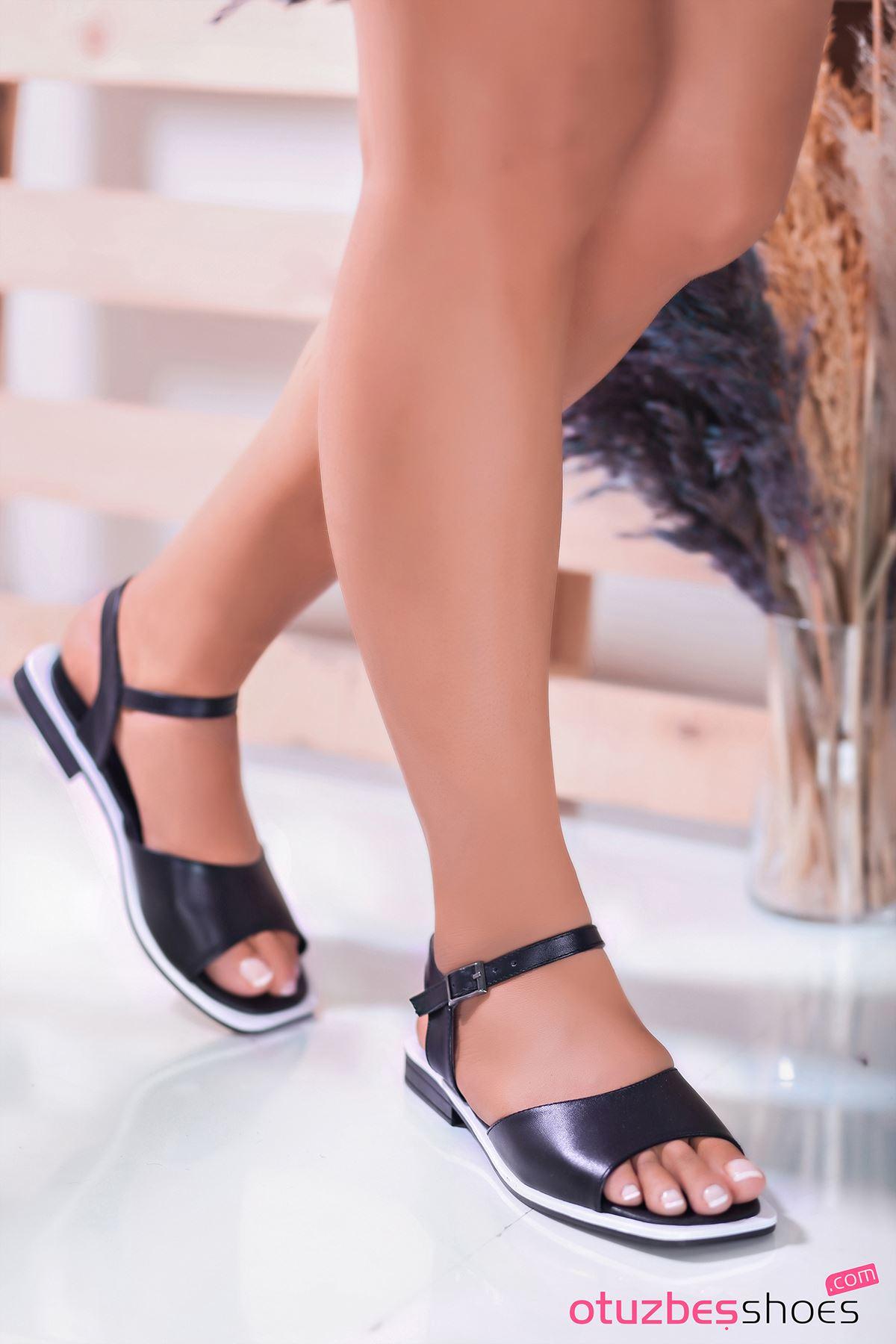 Mista Mat Deri Kadın Sandalet Siyah