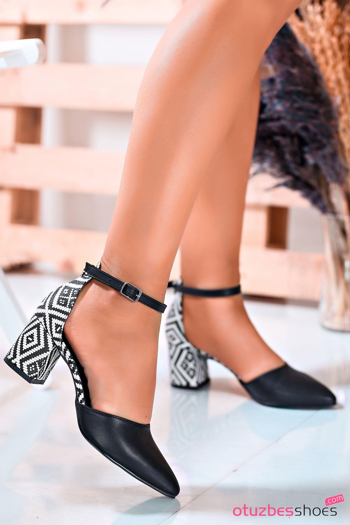 Siyah Kilim Desenli Tek Bant Topuklu Kadın Ayakkabı
