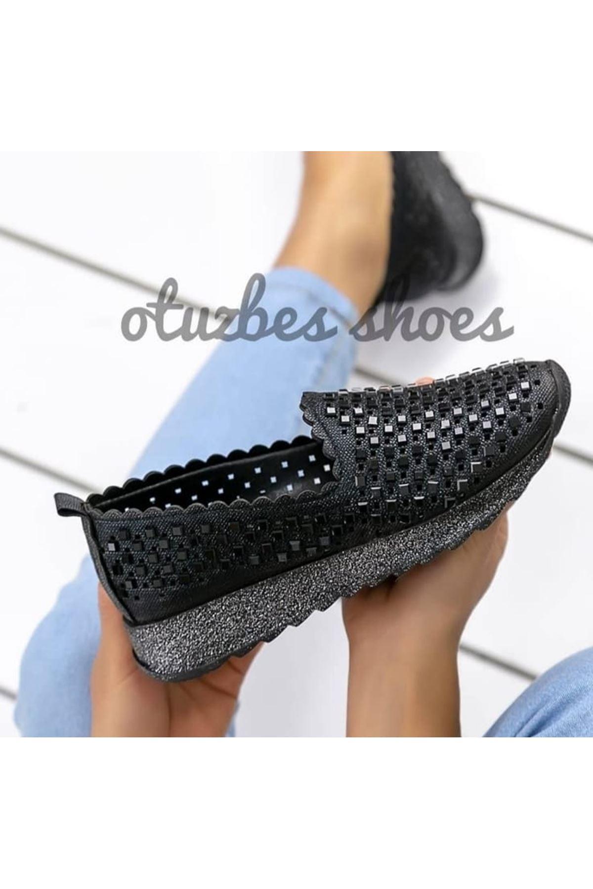 Bianca Mat Deri Lazer Kesim Taşlı Siyah Kadın Ayakkabı