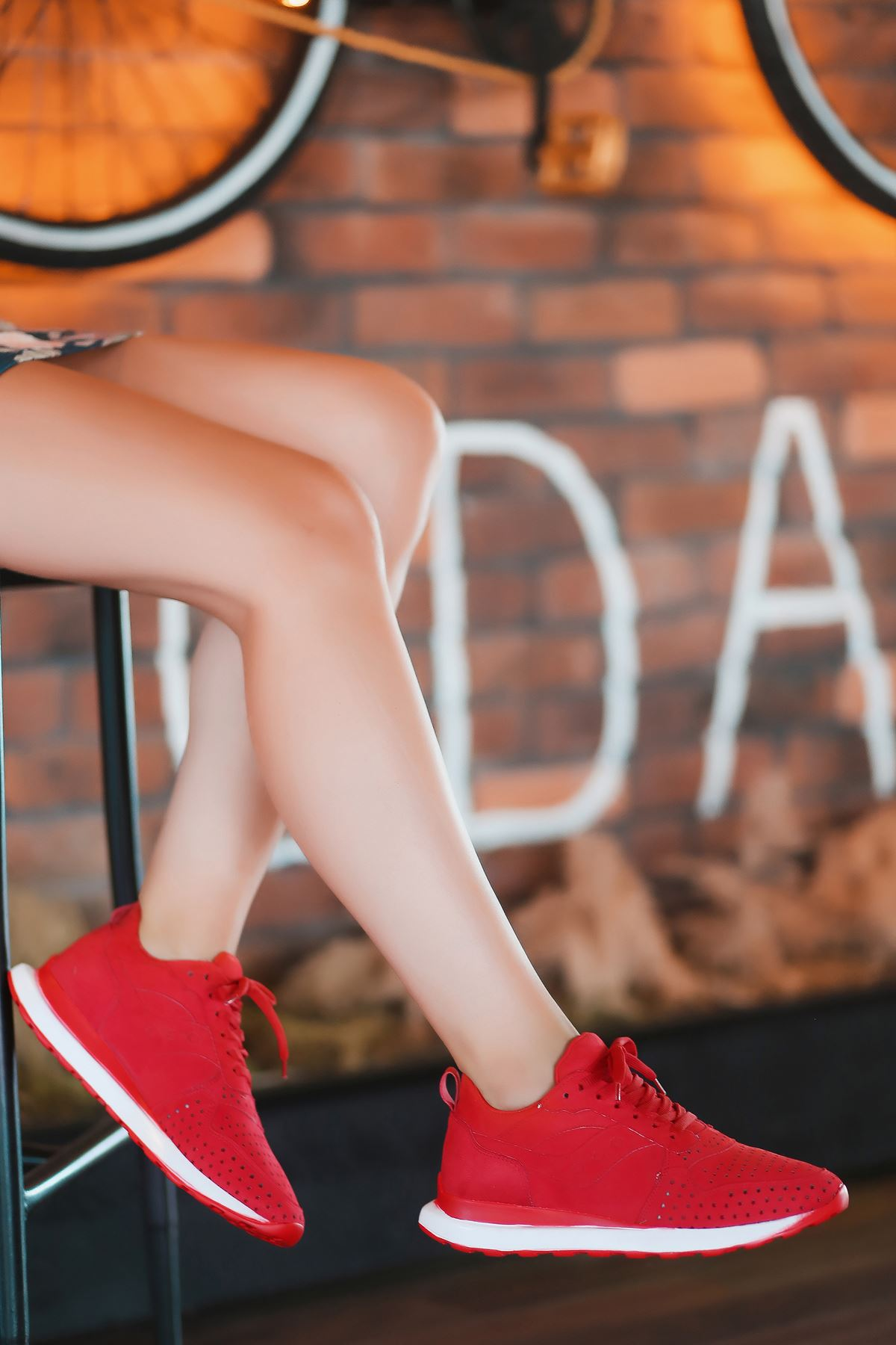 Vira Süet Lazer Kesim Detay Kadın Spor Ayakkabı Kırmızı