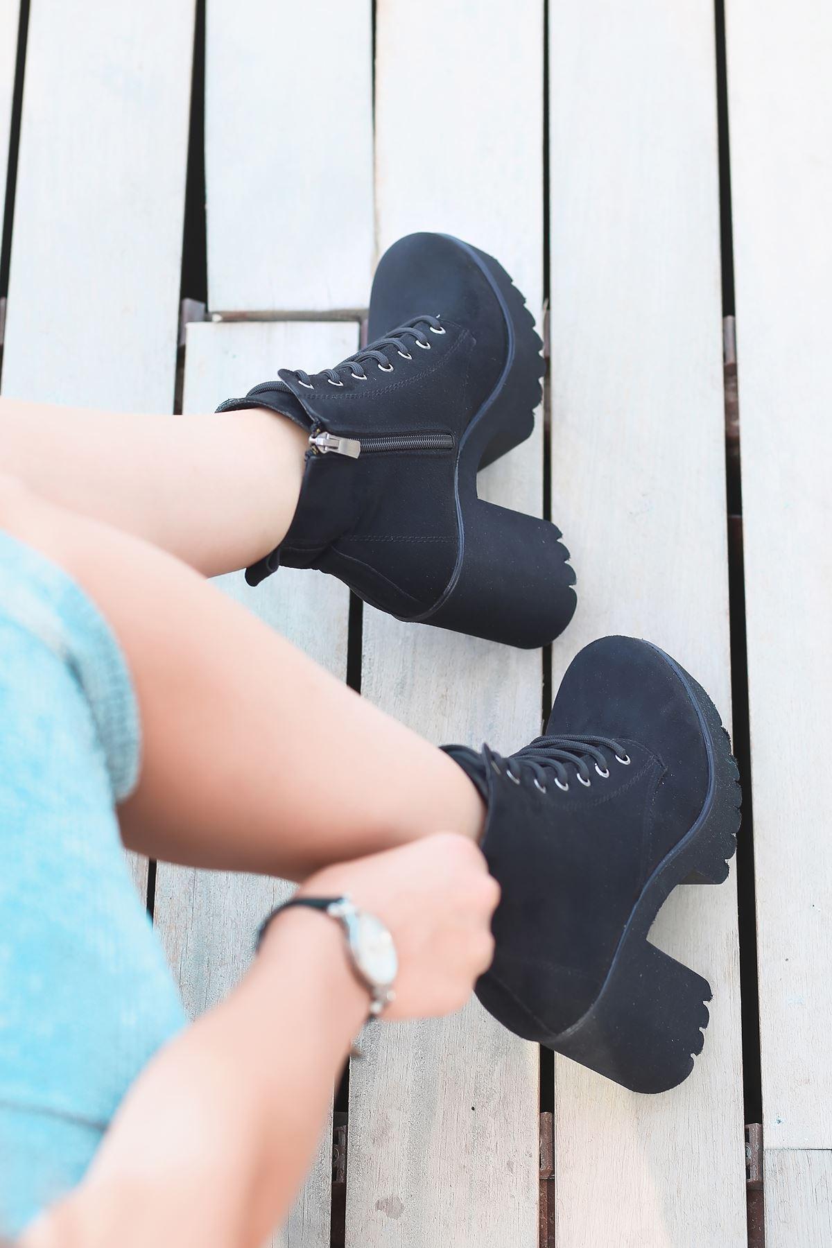 Andy Süet Bağcık Detaylı Kalın Topuklu Bot Siyah
