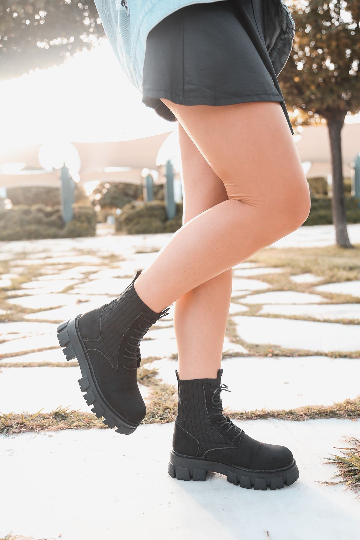 Romeo Çorap Ve Bağcık Detaylı Süet Postal Bot Siyah