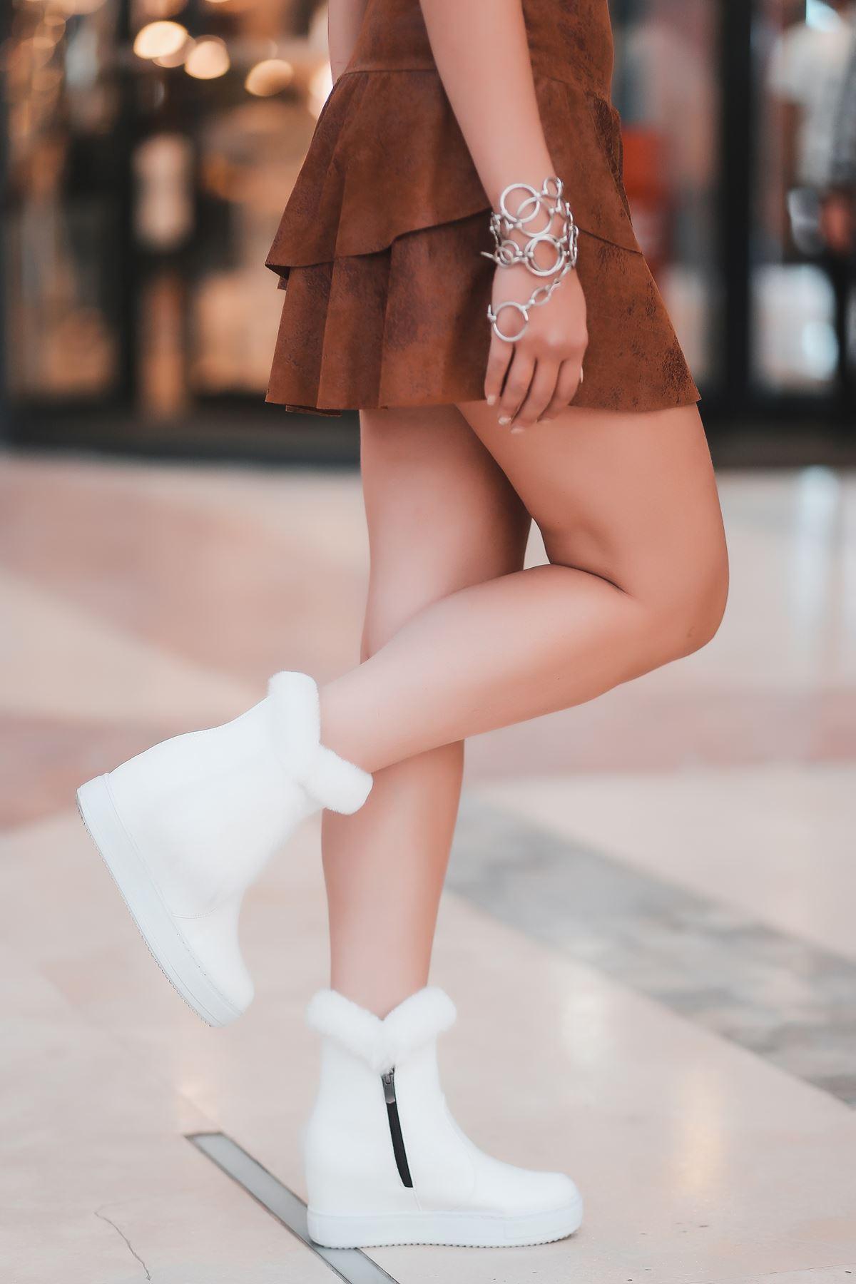 Bella Yandan Kürk Detaylı Gizli Topuk Beyaz Rugan Gizli Topuk Kadın Bot