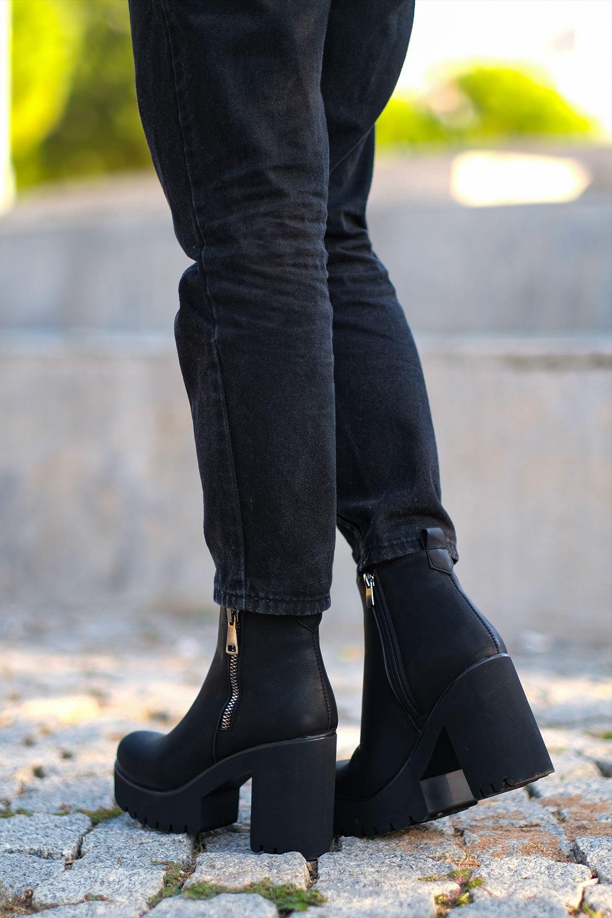 Arlen Mat Deri Fermuar Detaylı Kalın Topuklu Bot Siyah