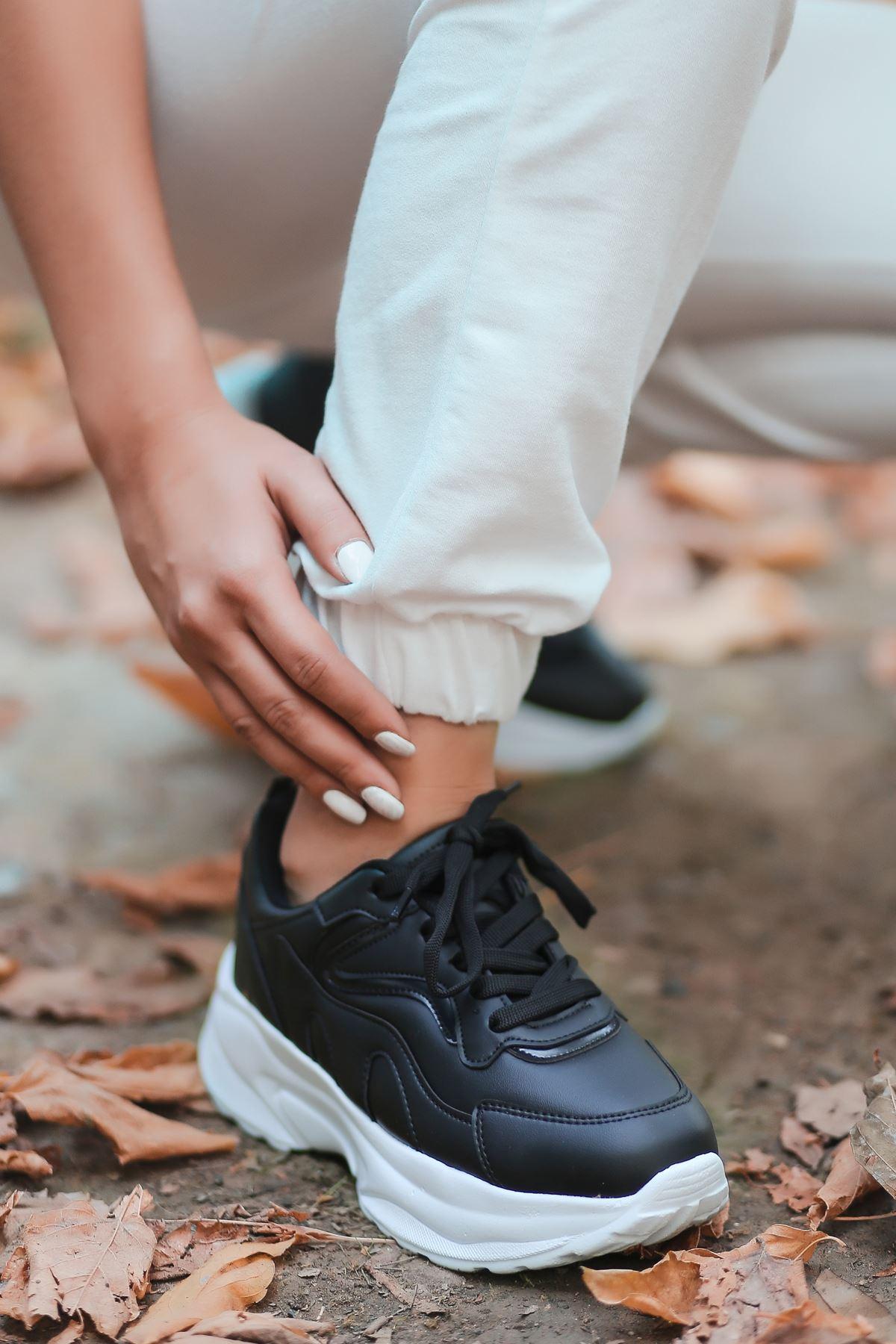 Lili Bağcık Detay Beyaz Taban Siyah Kadın Spor Ayakkabı