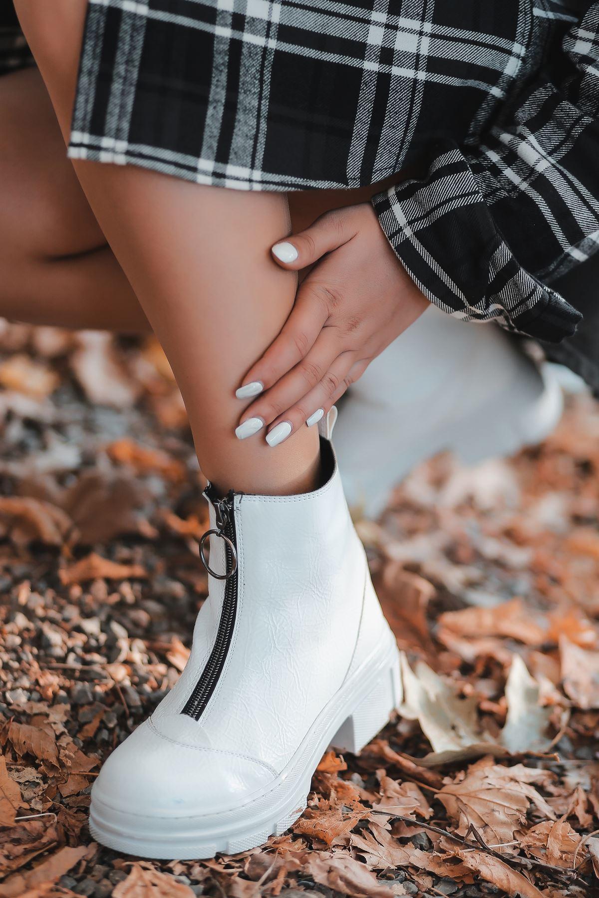 Luppa Fermuar Detaylı Beyaz Rugan Kadın Bot