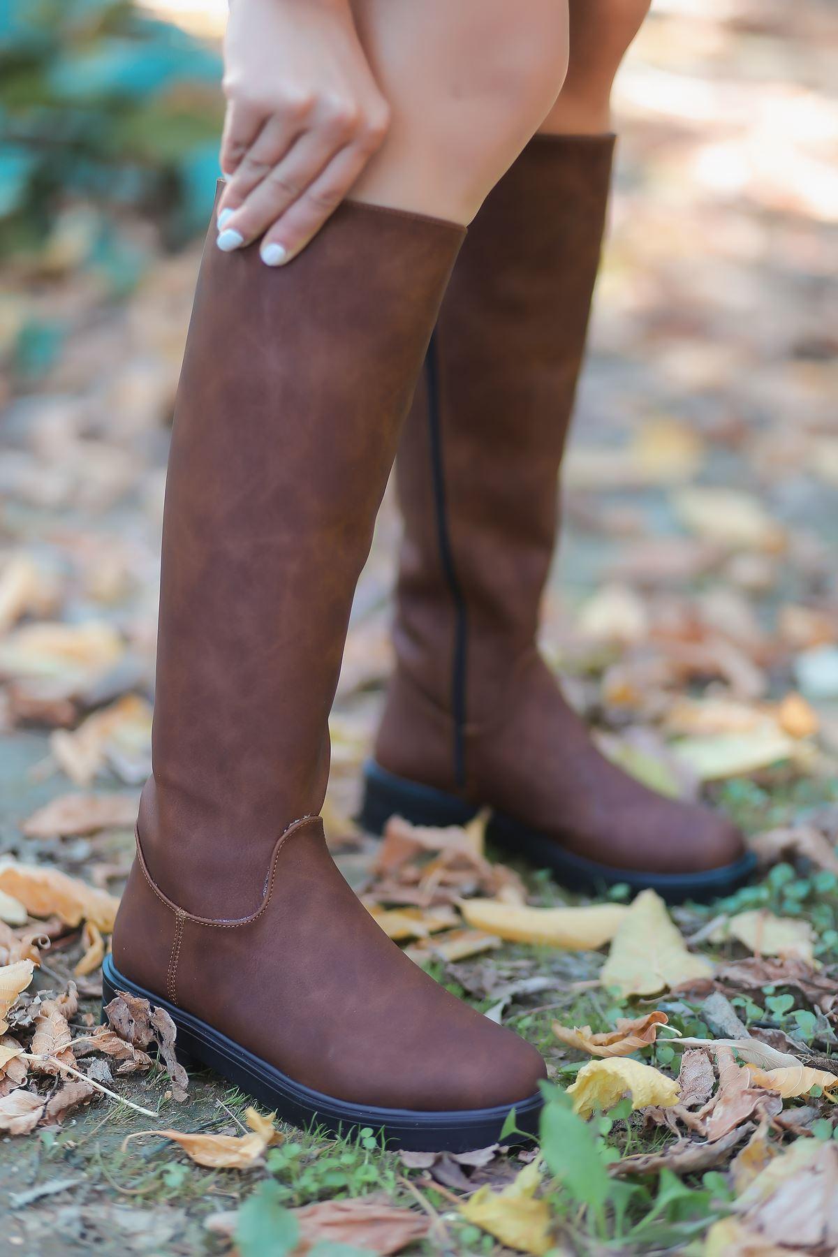 Ronay Mat Deri Fermuar Detaylı Taba Uzun Kadın Çizme
