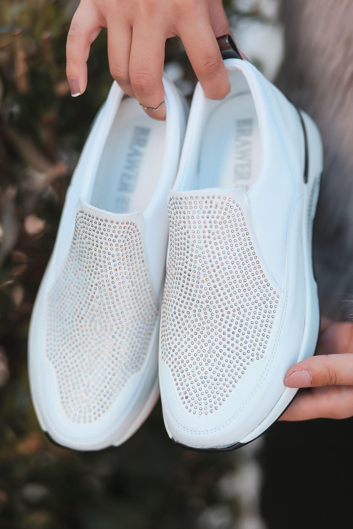 Mody Taş Detaylı Beyaz Kadın Spor Ayakkabı