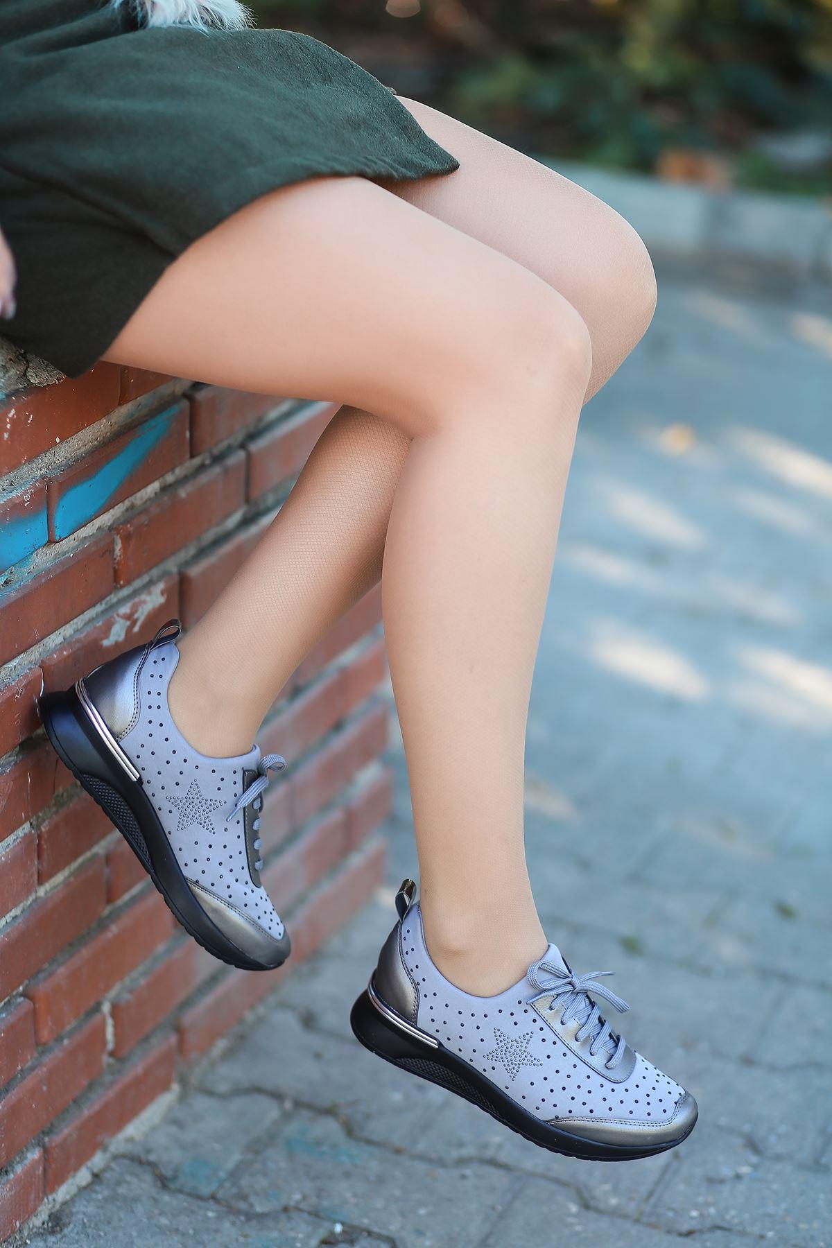Wrap Taş Detaylı Bağcıklı Gri Kadın Spor Ayakkabı
