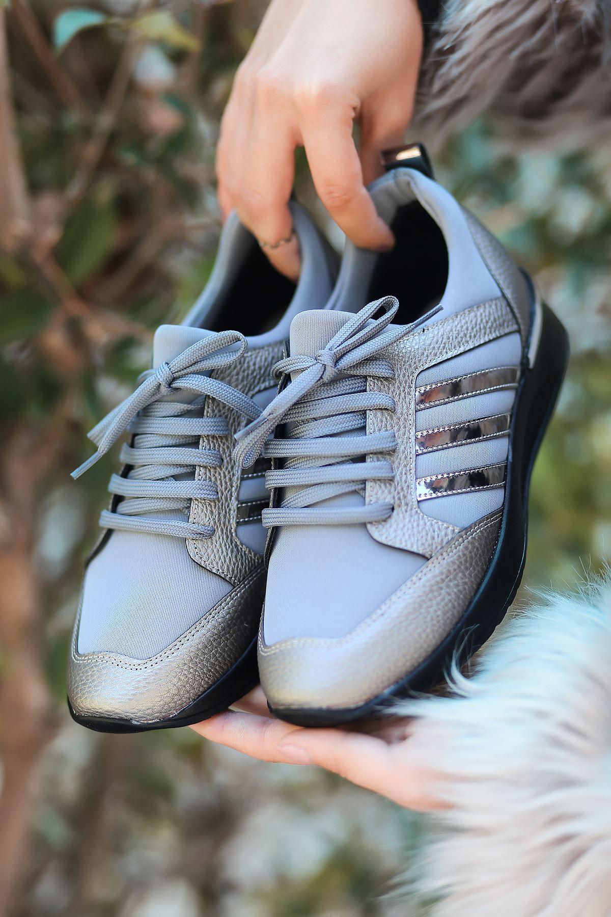 Galax Bağcık Detaylı Platin Kadın Spor Ayakkabı
