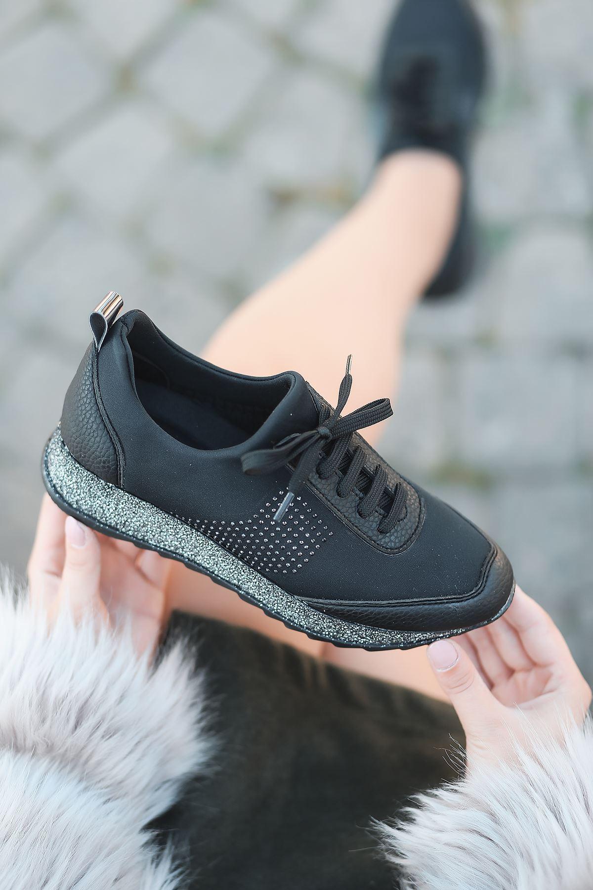 Vern Taş Detaylı Bağcıklı Simli Taban Siyah Kadın Spor Ayakkabı