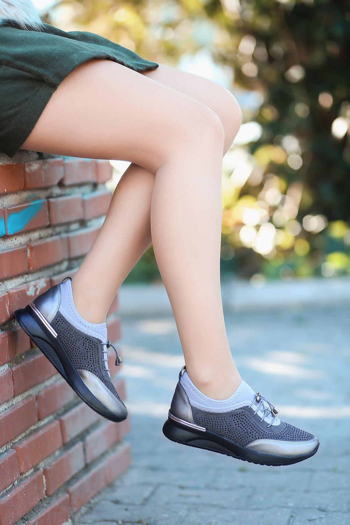 Matador Lastik Detaylı Taşlı Platin Kadın Spor Ayakkabı