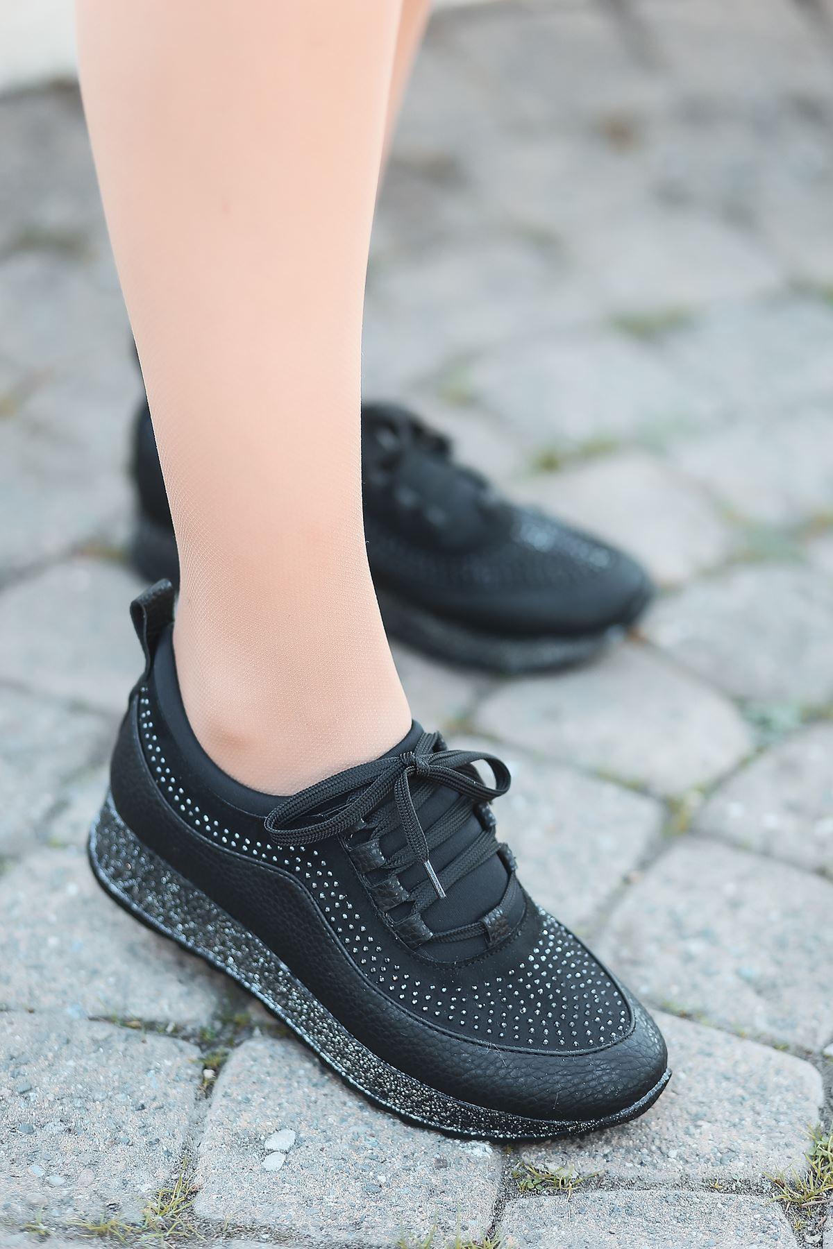 Mostar Bağcık Detaylı Taşlı Simli Taban Siyah Kadın Spor Ayakkabı