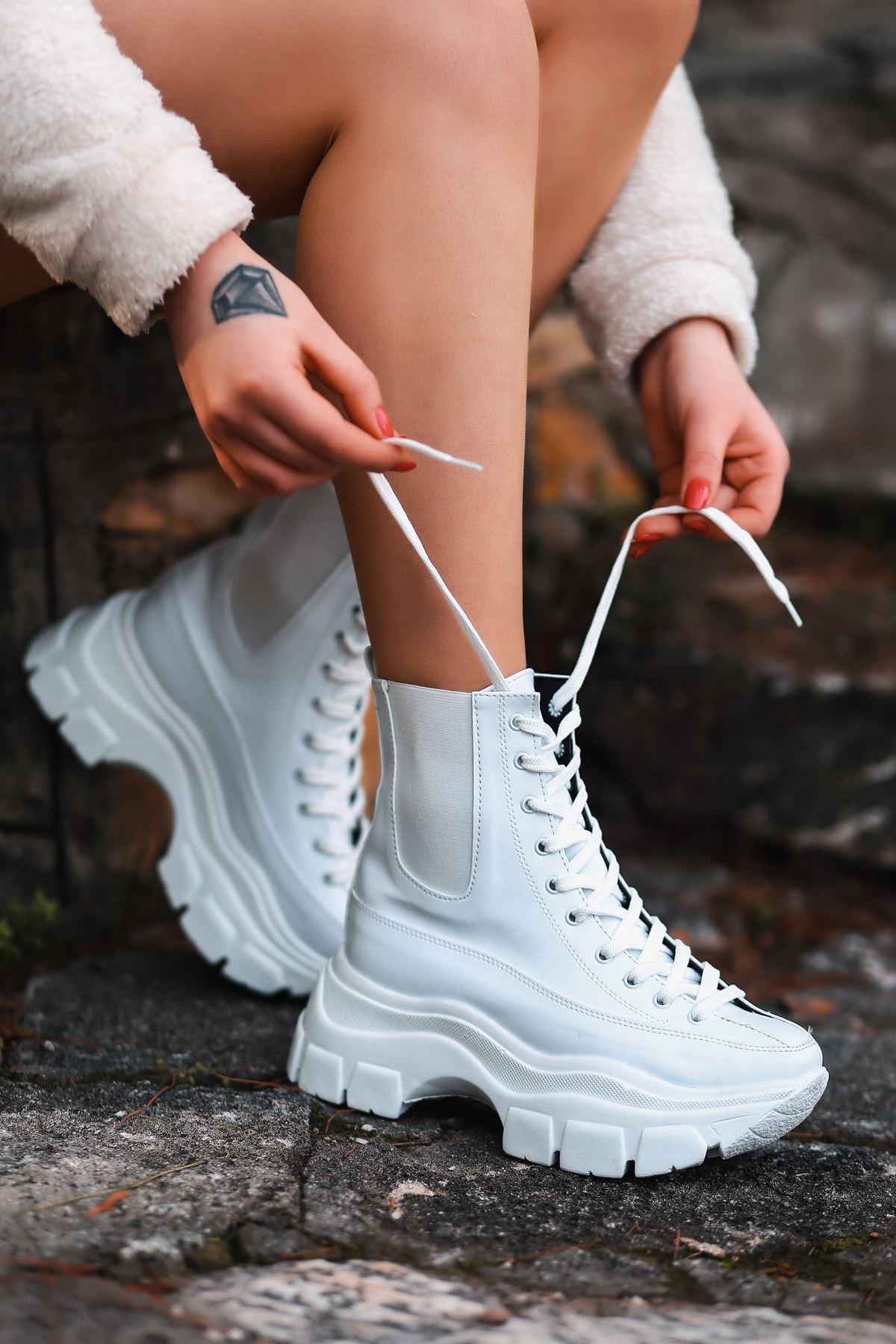 Fresh Bağcık Detaylı Lastikli Beyaz Kadın Bot