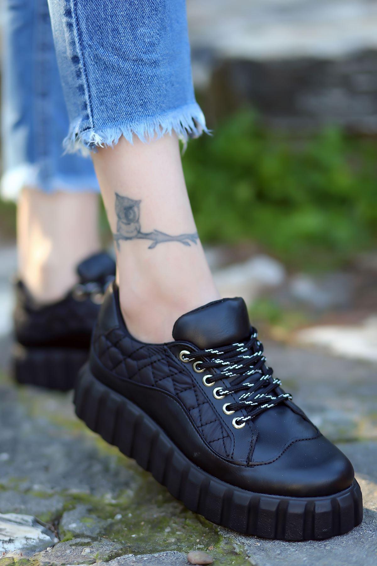 Rotela Dikiş Detaylı Bağcıklı Siyah Kadın Spor Ayakkabı