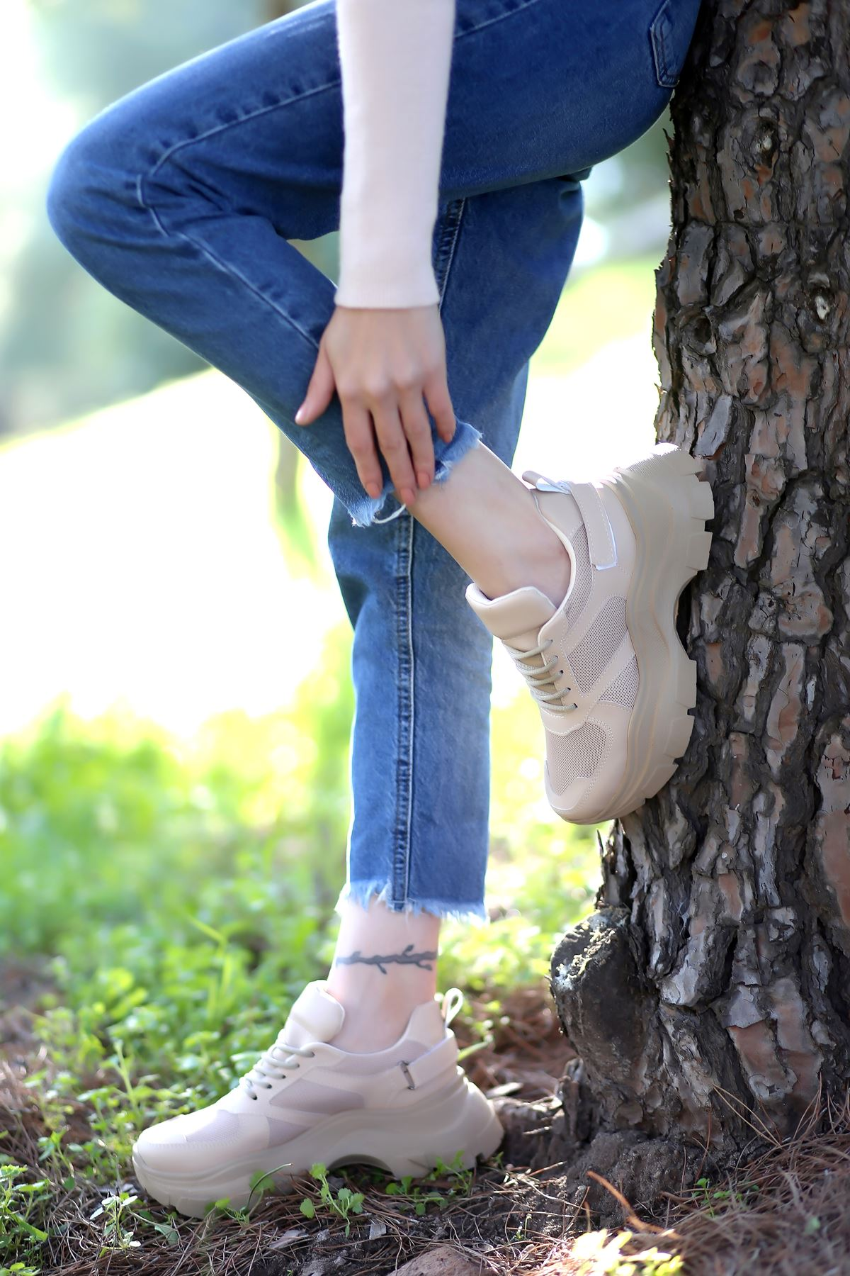 Sara Bağcık Detaylı Fileli Bej Kadın Spor Ayakkabı