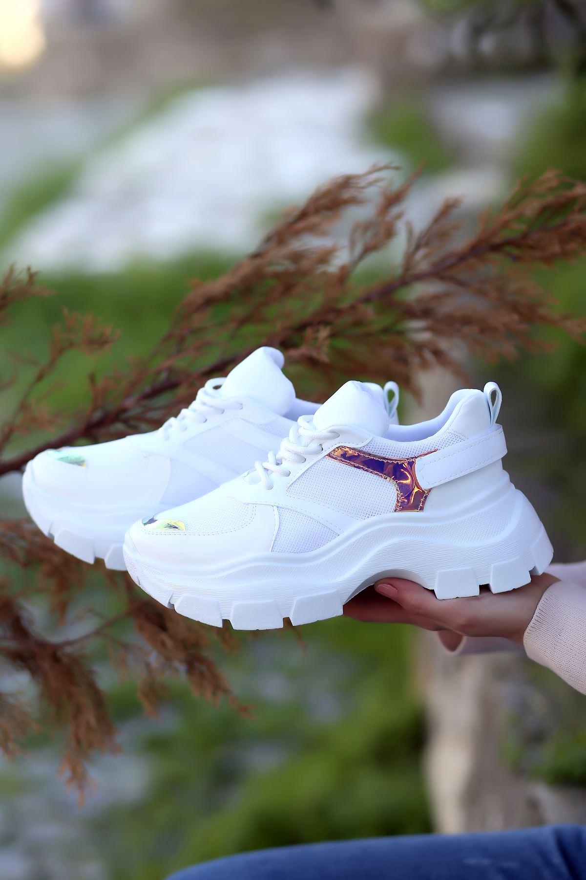 Sara Bağcık Detaylı Fileli Hologram Detaylı Beyaz Kadın Spor Ayakkabı