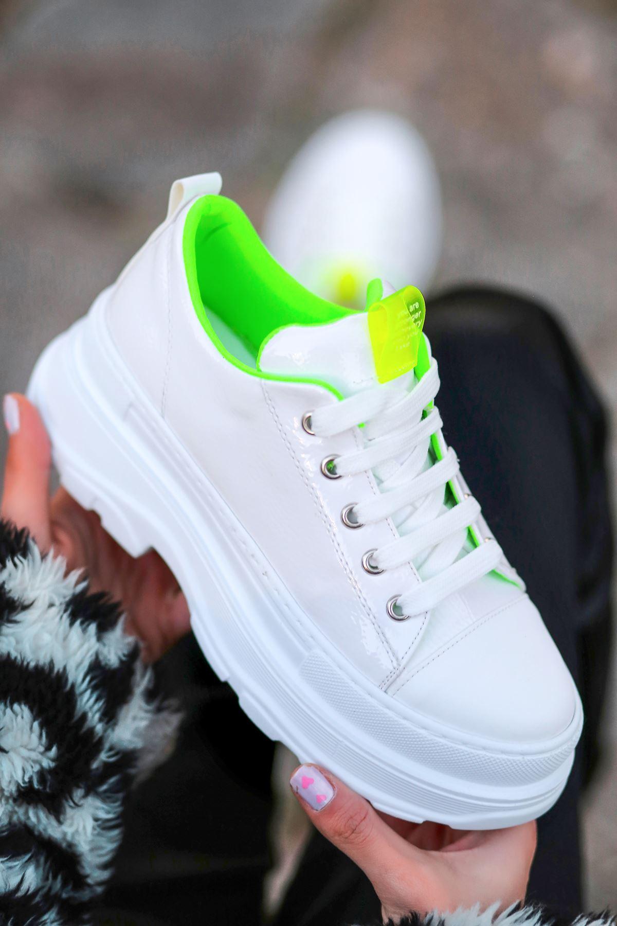 Bombon Bağcık Detaylı Beyaz Rugan Kadın Spor Ayakkabı