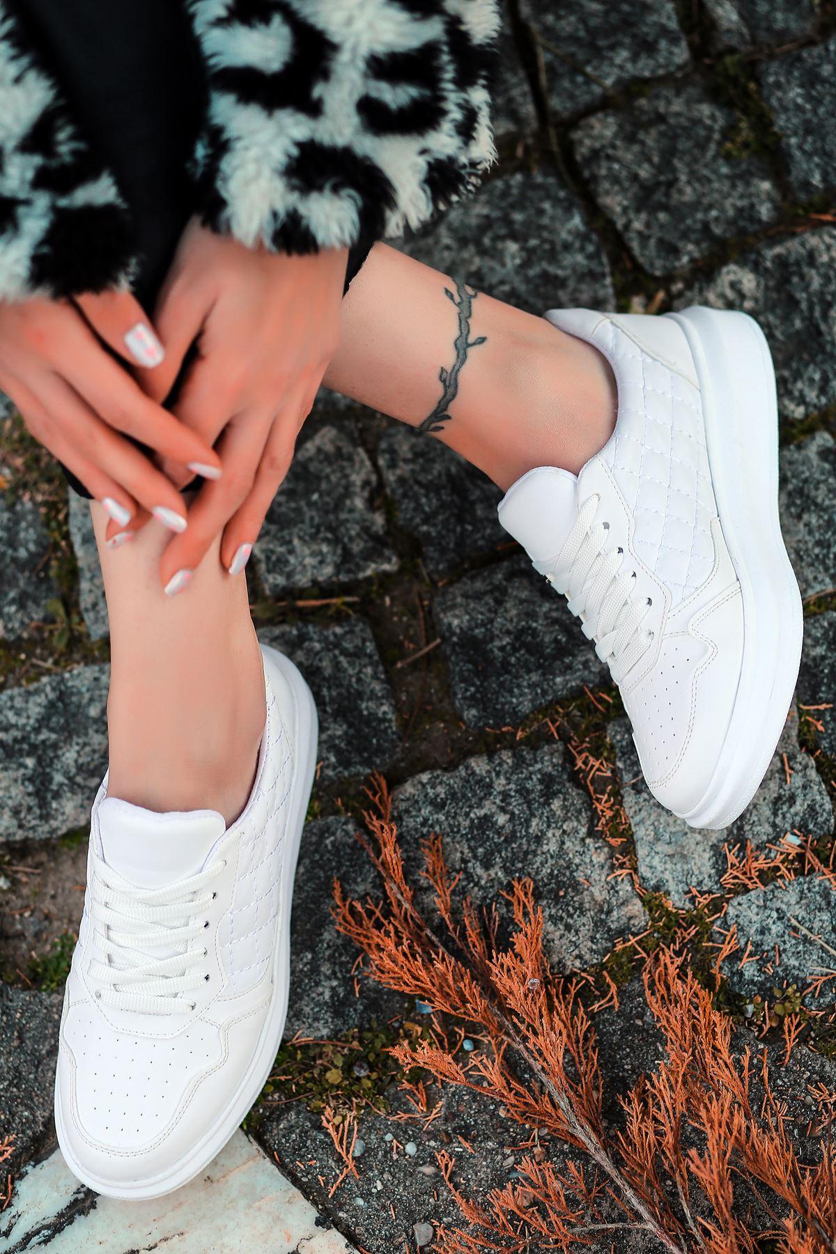 Macao Bağcık Detaylı Kapitoneli Beyaz Kadın Spor Ayakkabı