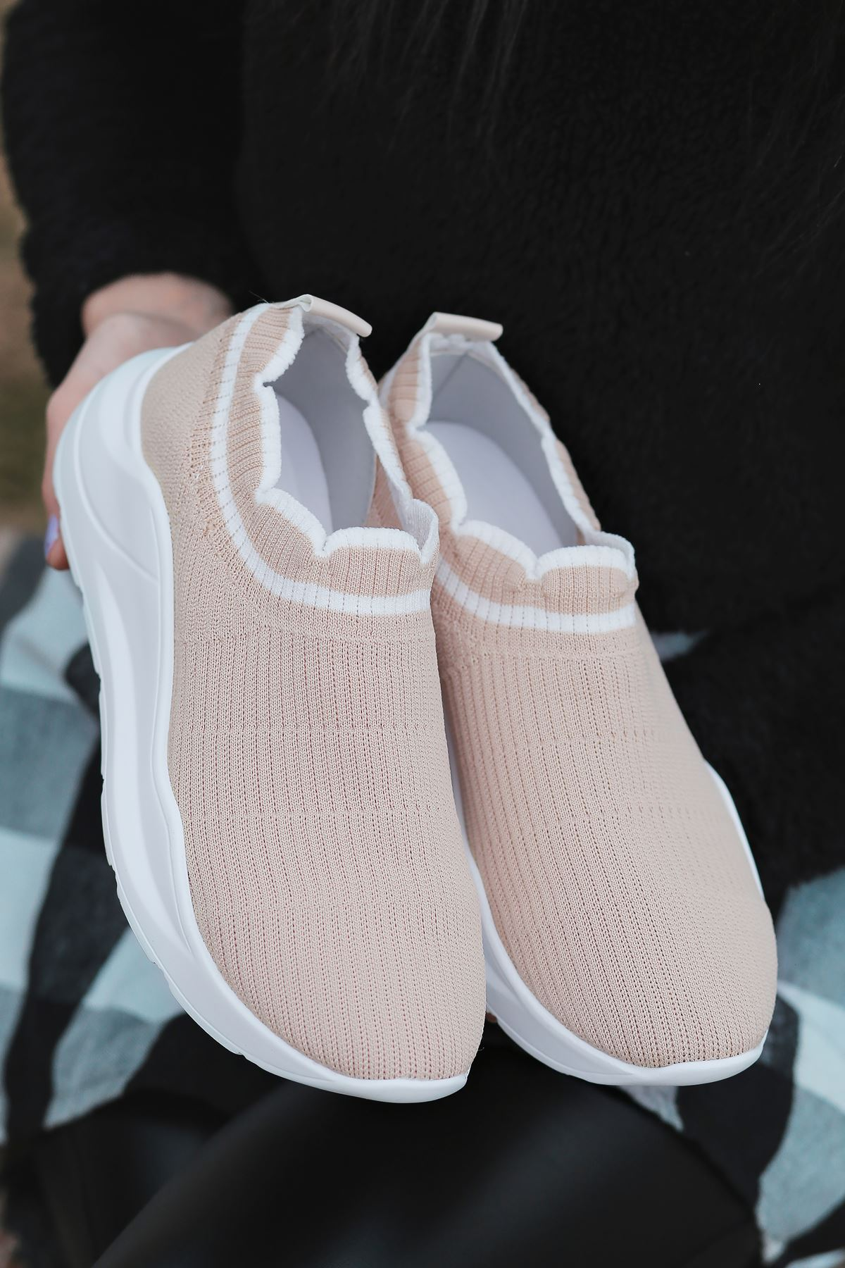 Levin Beyaz Şeritli Vizon Triko Kadın Spor Ayakkabı