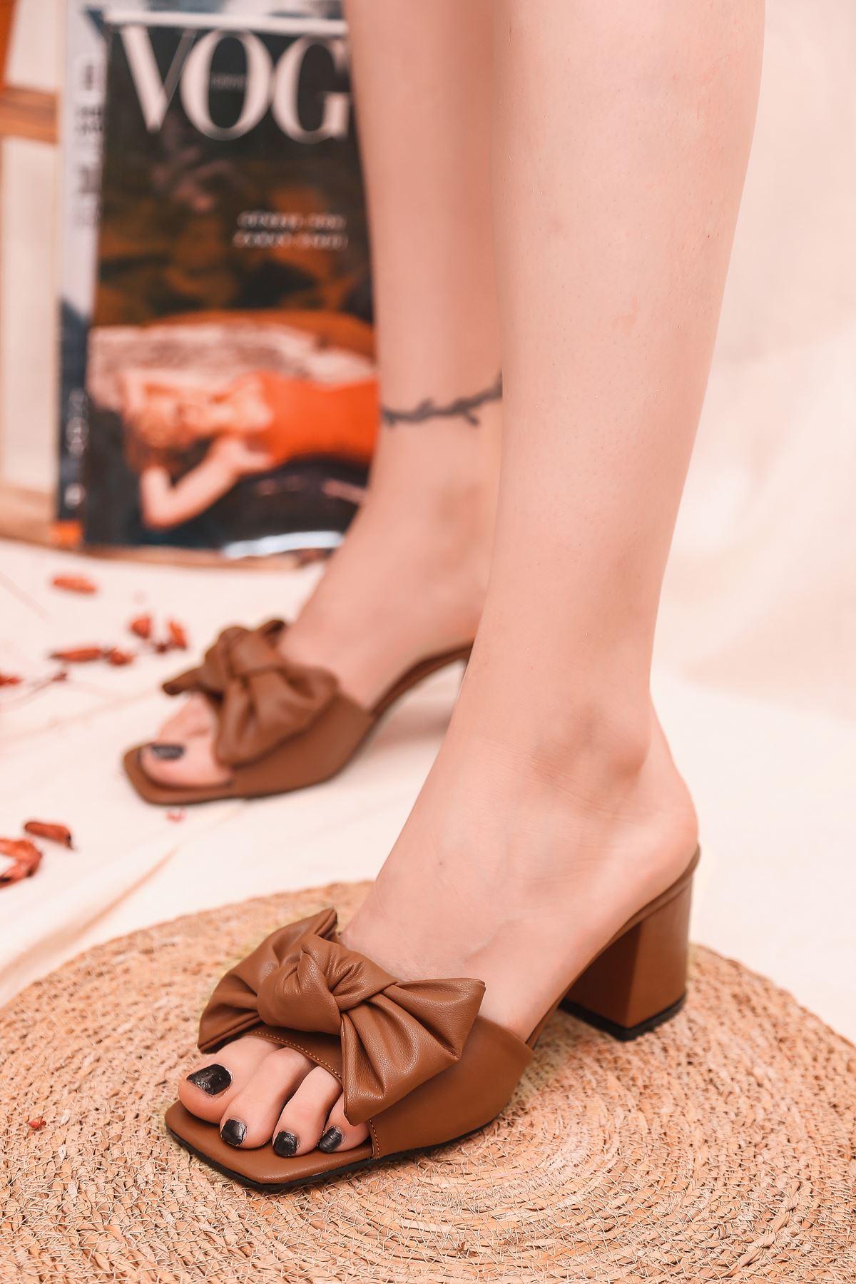 Ribbon Fiyonk Detaylı Taba Mat Deri Kadın Topuklu Terlik