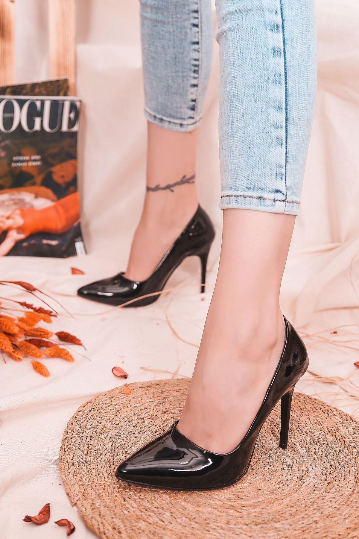 Ruha Yüksek Topuklu Siyah Rugan Kadın Stiletto