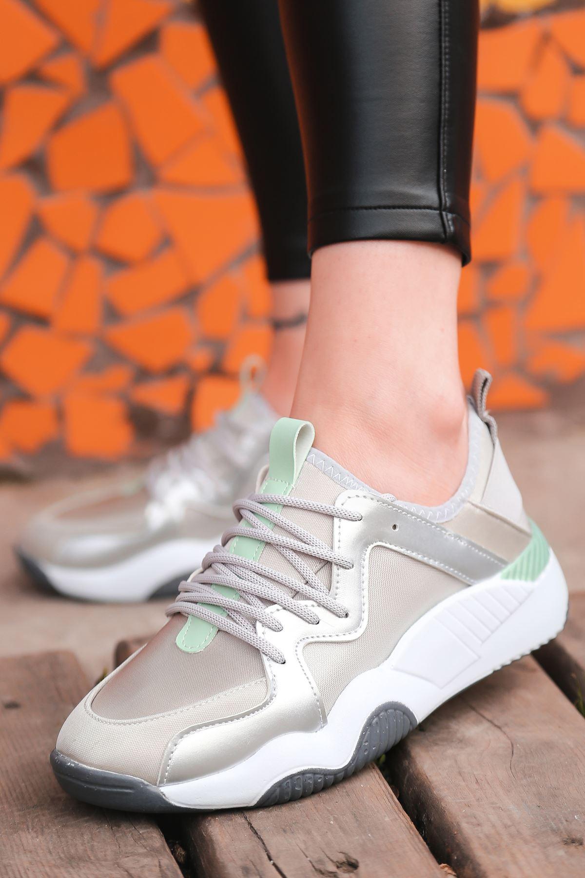 Torres Gümüş Yeşil Parçalı Bağcık Detaylı Gümüş Kadın Spor Ayakkabı