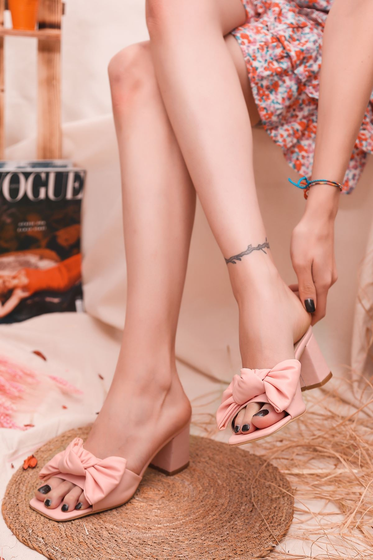 Ribbon Fiyonk Detaylı Taba Mat Deri Kadın Topuklu Terlik Pudra