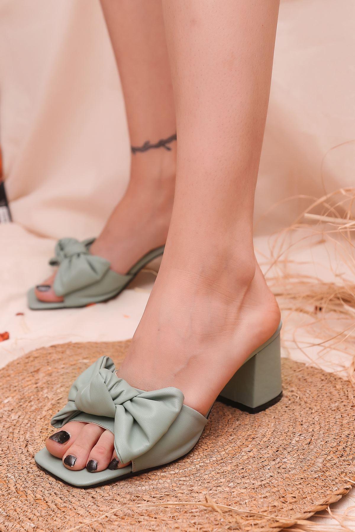 Ribbon Fiyonk Detaylı Taba Mat Deri Kadın Topuklu Terlik Yeşil